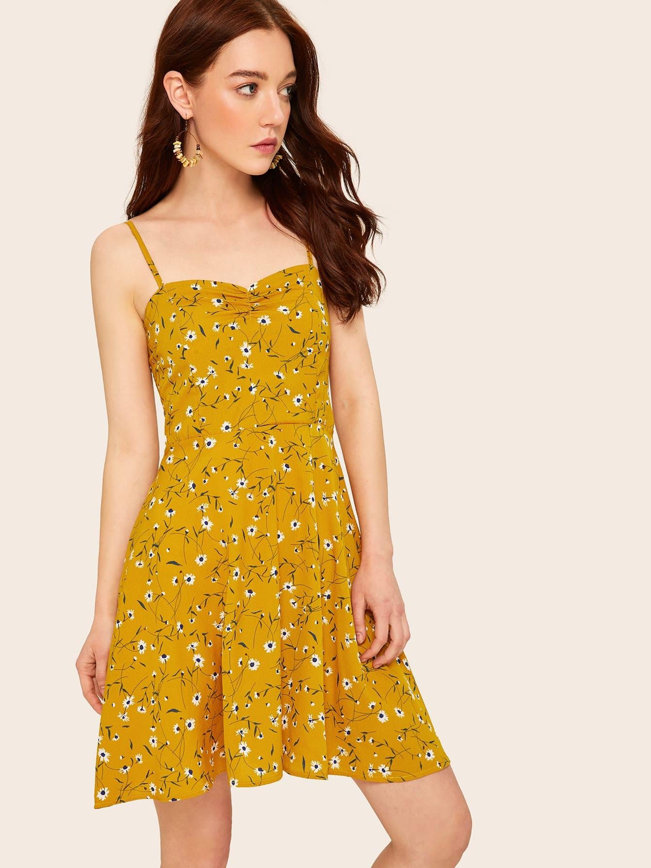 Фото - Цветочное платье на бретелях с оборкой сзади от SheIn цвет жёлтые