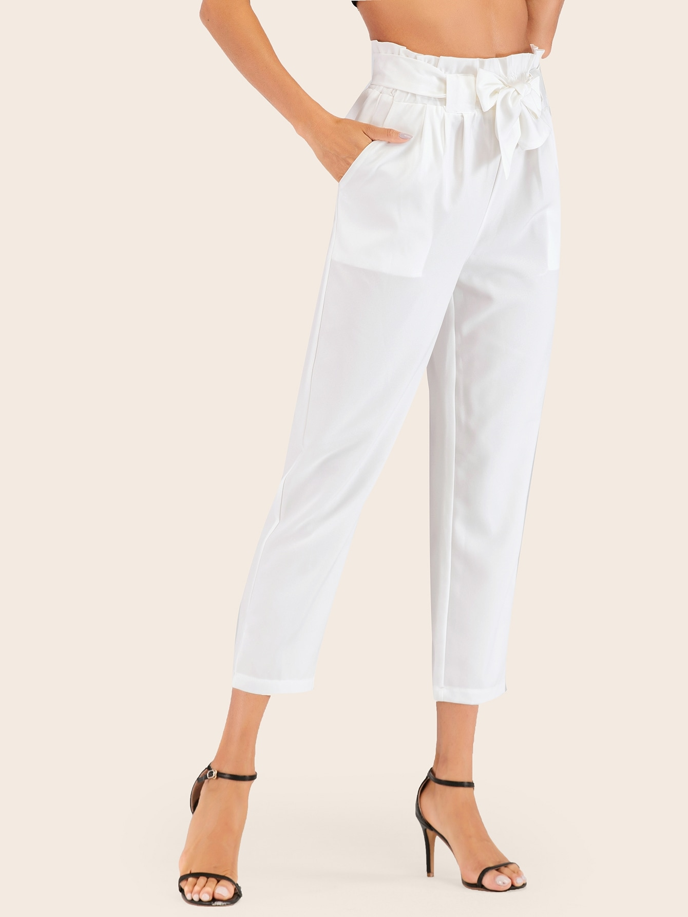 Фото - Однотонные брюки с поясом от SheIn белого цвета