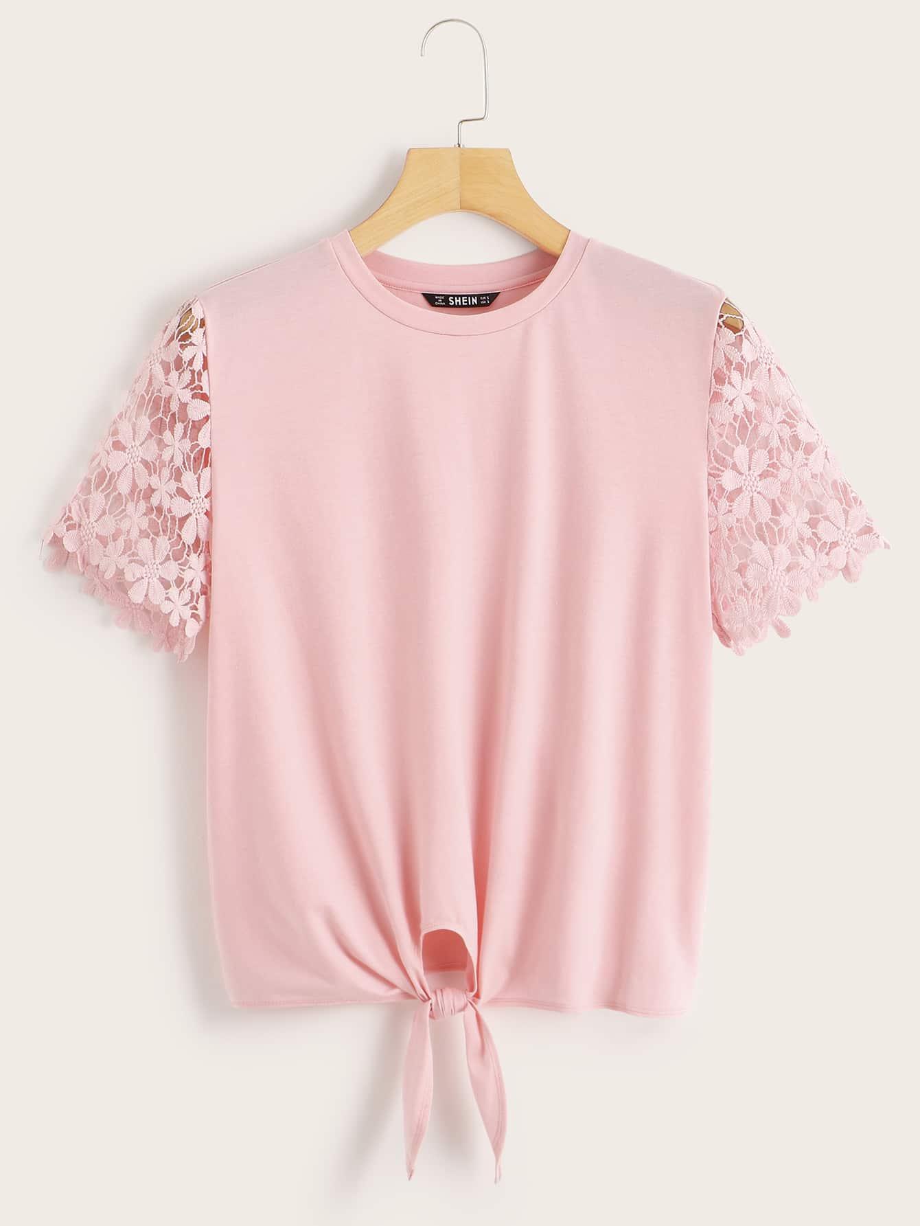 Фото - Однотонная футболка с кружевным рукавом и узлом от SheIn розового цвета