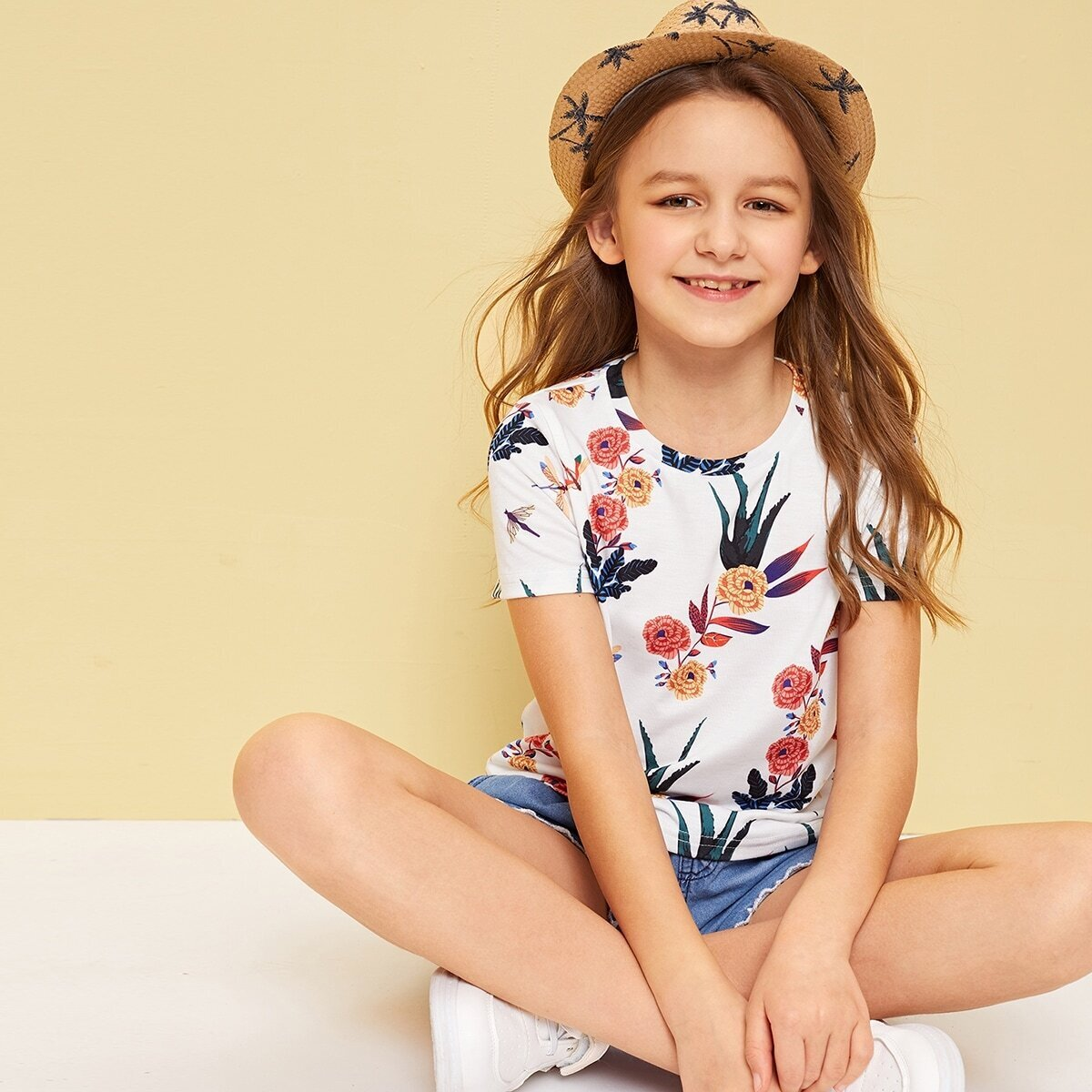 SHEIN / Camiseta de niñas de manga corta con estampado botánico