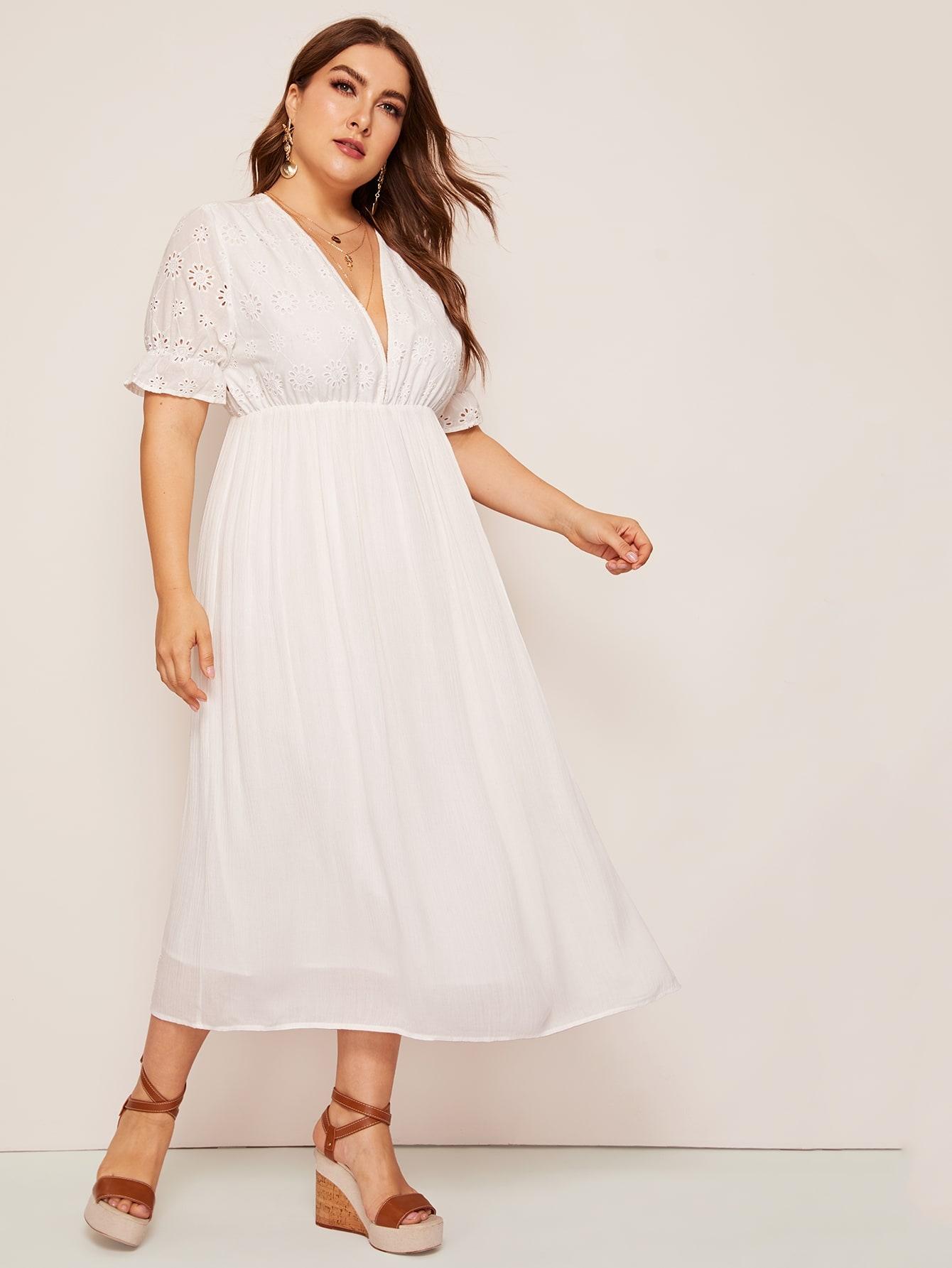 Размера плюс стильное платье с вышивкой и V-образным вырезом