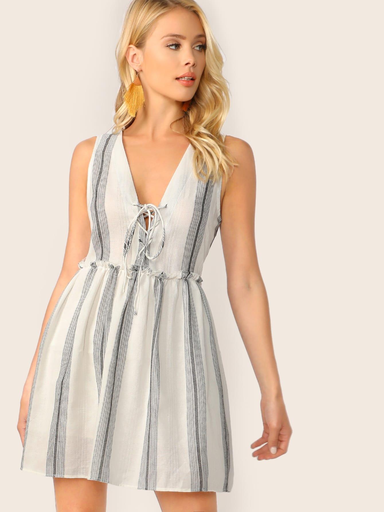 Фото - Полосатое платье на шнуровке с рюшами от SheIn цвет белые