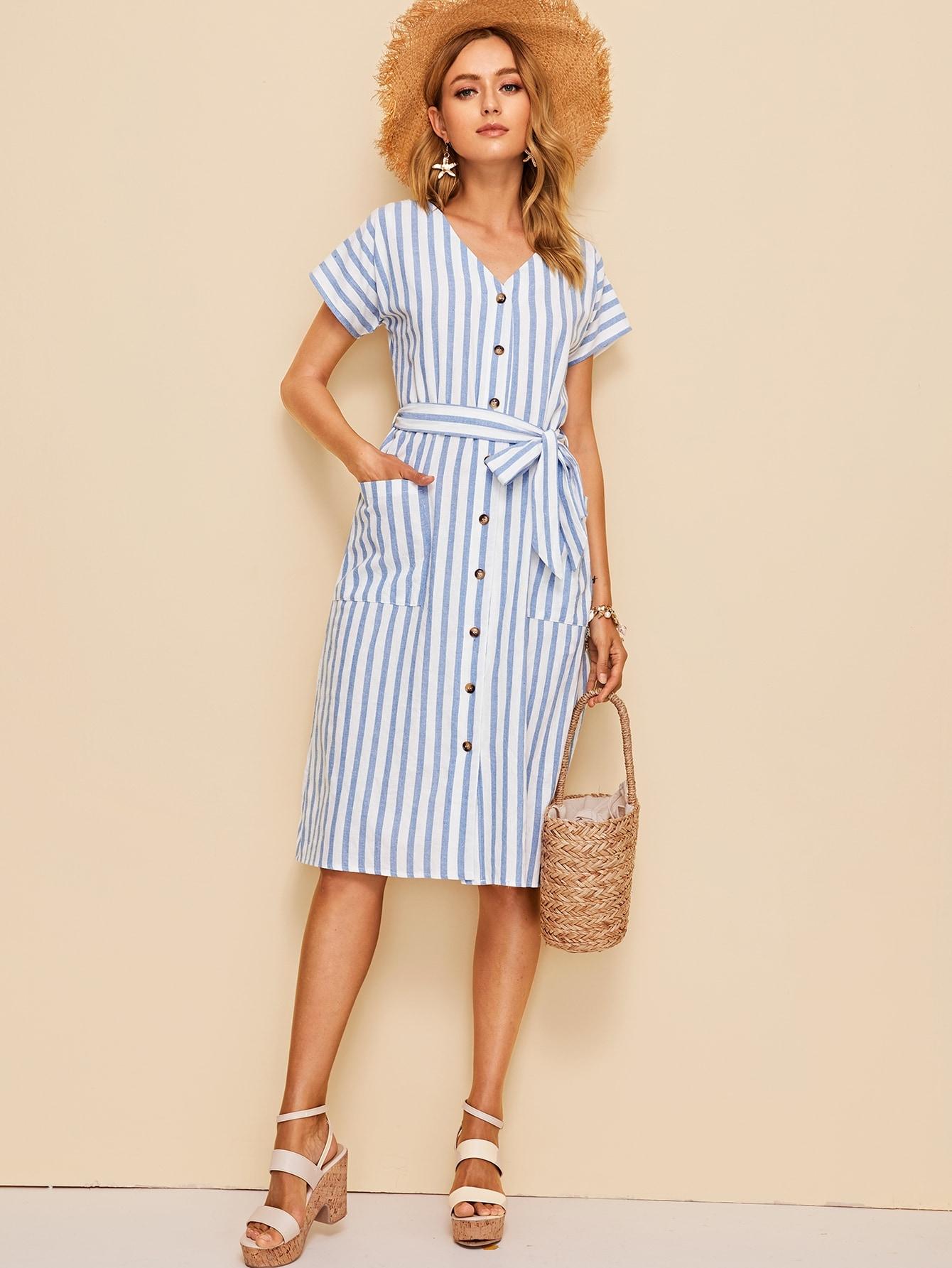 Фото - Полосатое платье на пуговицах с карманом и поясом от SheIn цвет синие