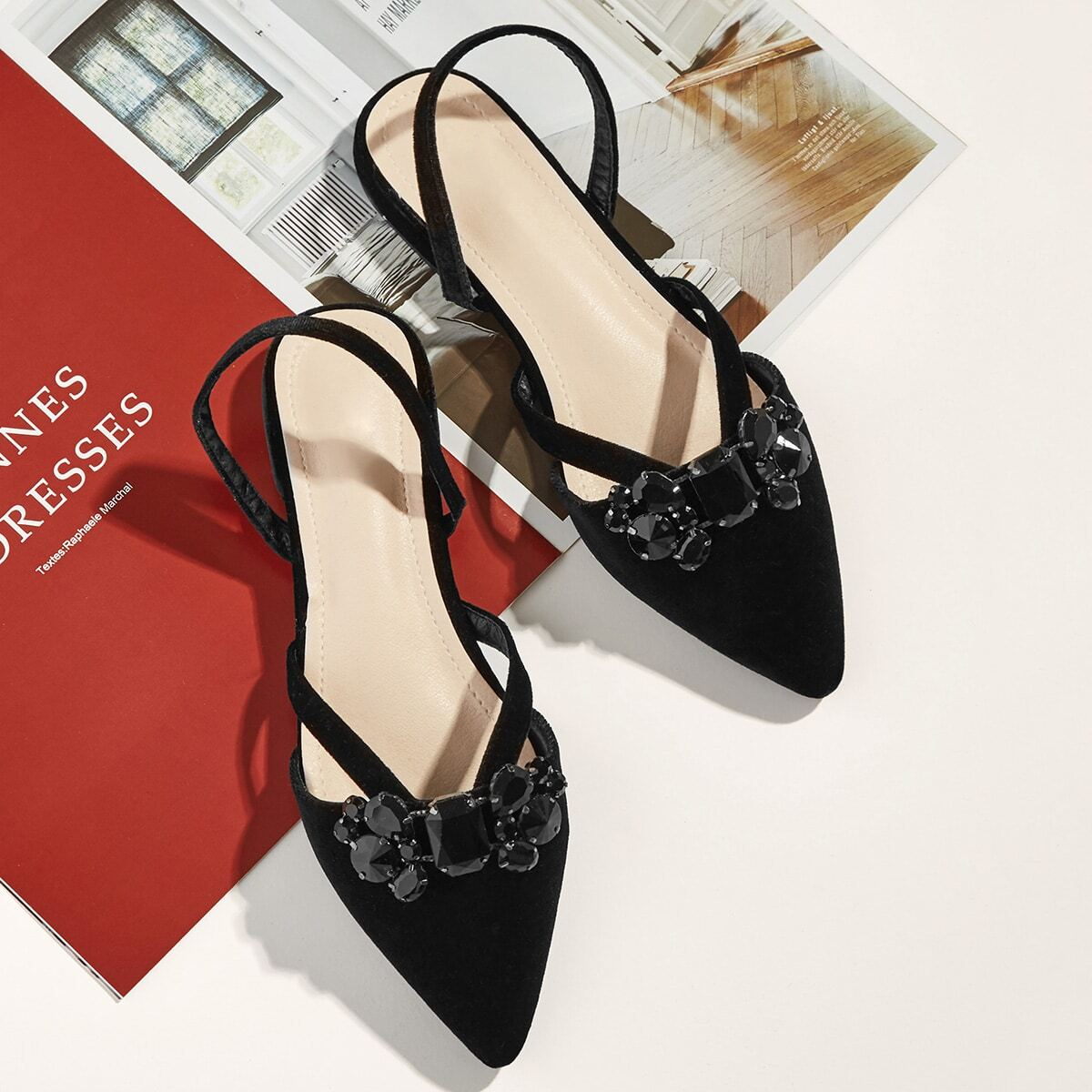 Platte schoenen met puntige neus en strass steentjes