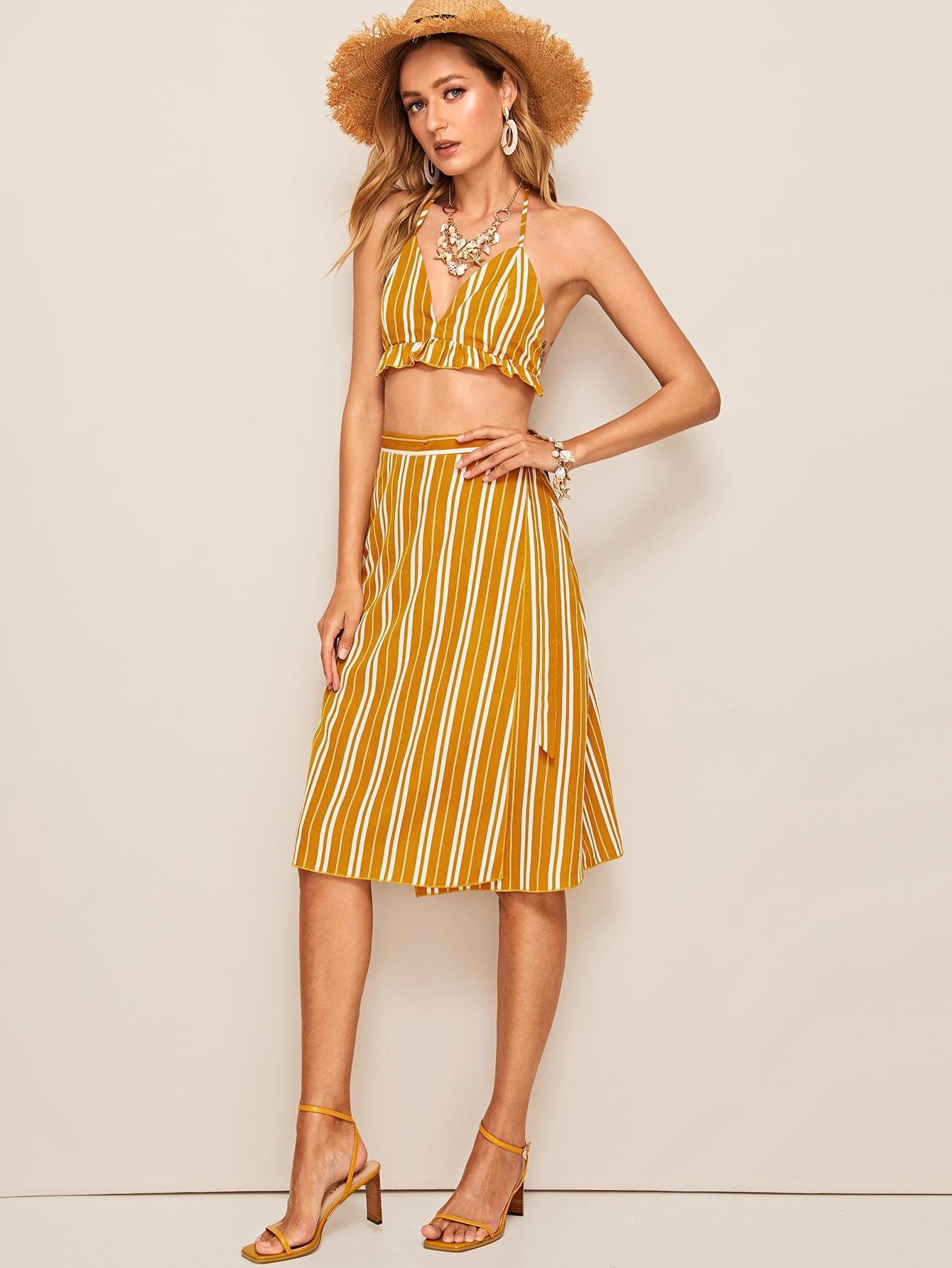 Фото - Полосатые топ-халтер и юбка на запах от SheIn желтого цвета