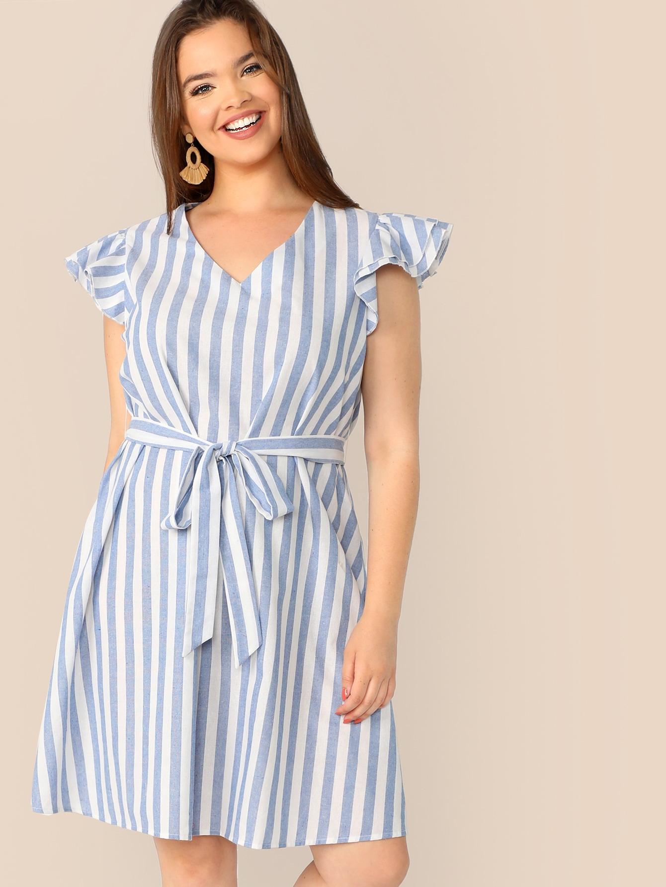 Фото - Размер плюс полосатое платье с поясом и оборкой и складкой от SheIn цвет синие