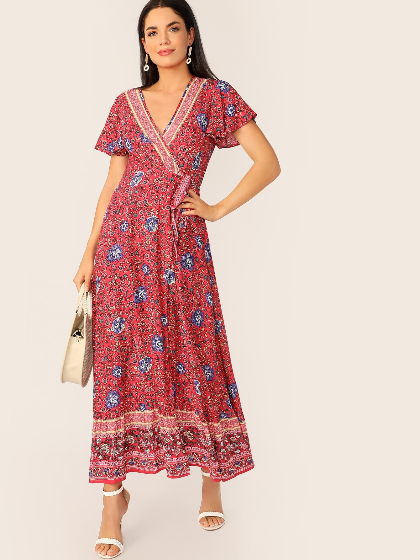 Фото - Платье на запах м оригинальным рукавом и цветочным принтом от SheIn цвет красные