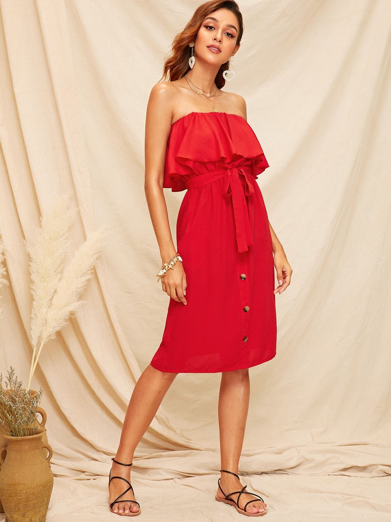 Фото - Платье с поясом и пуговицами и оборкой от SheIn цвет красные