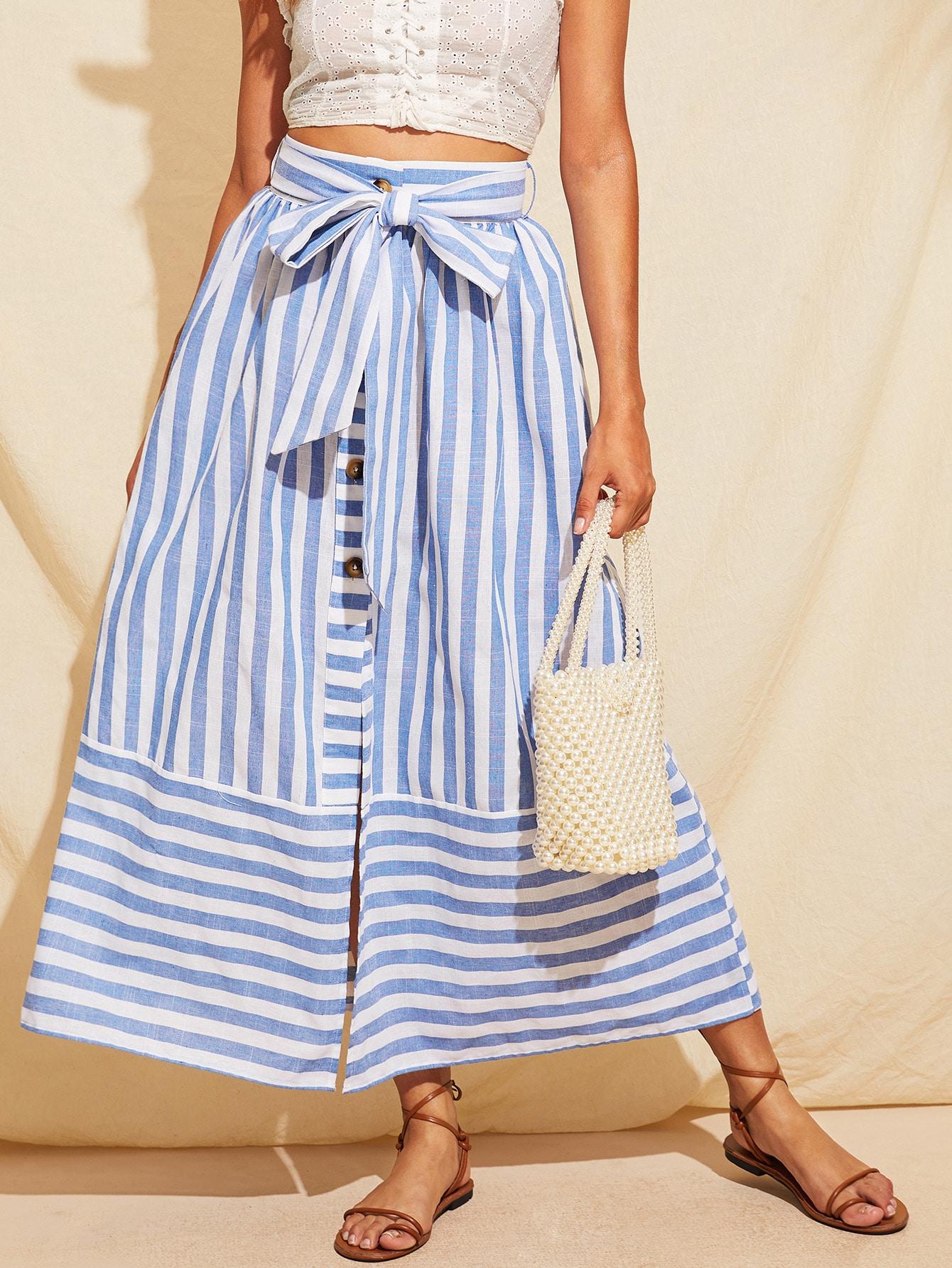 Фото - Полосатая юбка с поясом и разрезом и пуговицами от SheIn синего цвета