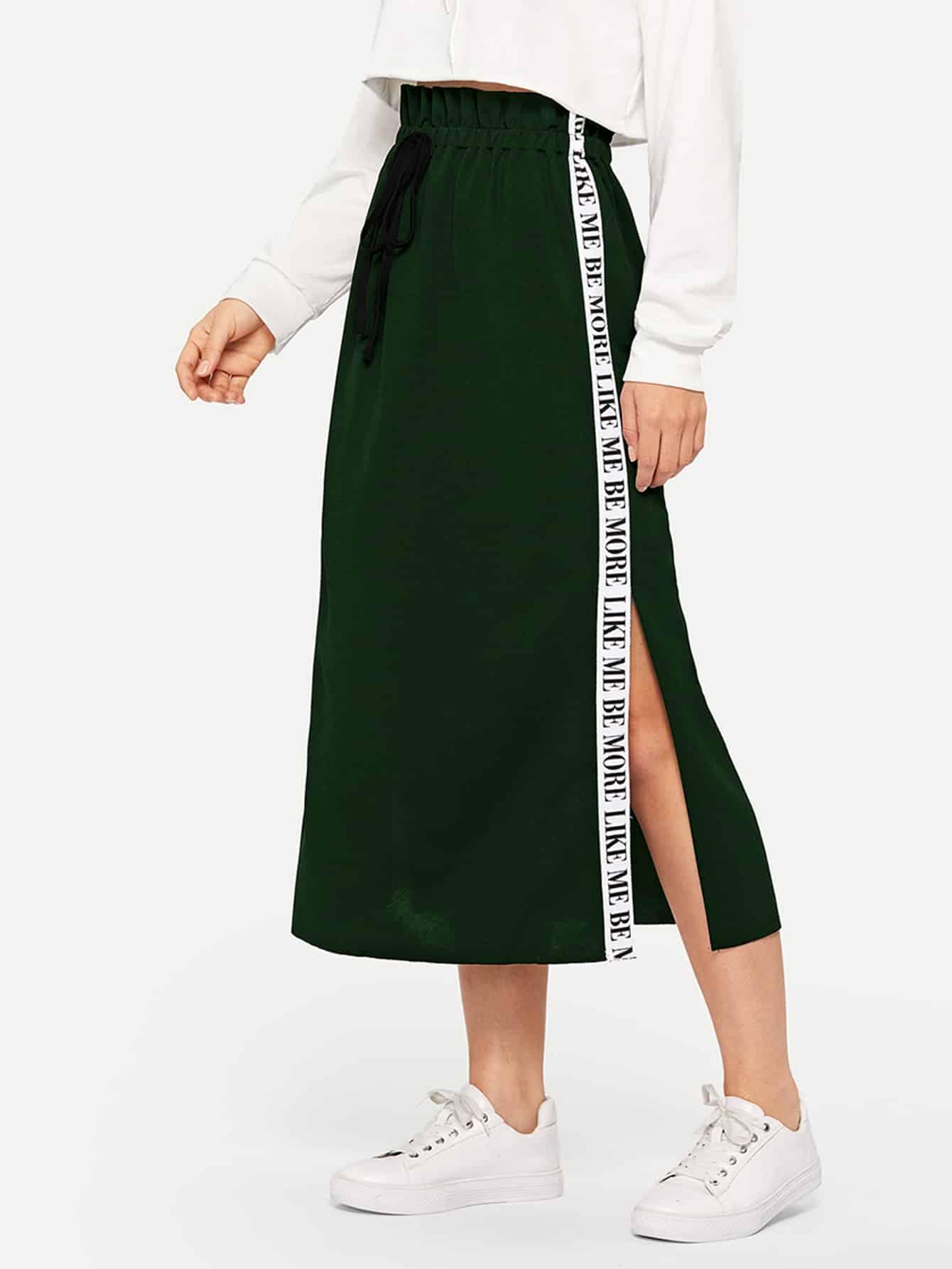 Фото - Юбку с текстовой лентой сбоку и разрезом от SheIn зеленого цвета