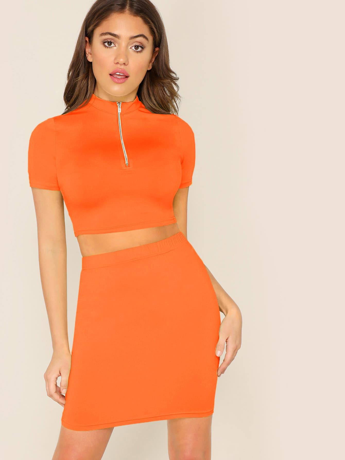 Фото - Топ с воротником-стойкой и короткой молнией и юбка от SheIn оранжевого цвета
