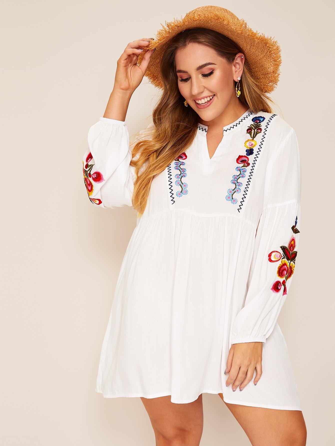Размер плюс платье с v-образным вырезом и цветочной вышивкой