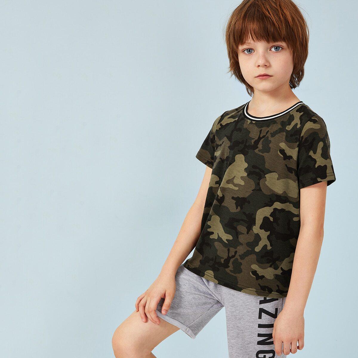 Камуфляжная футболка с полосой для мальчиков от SHEIN