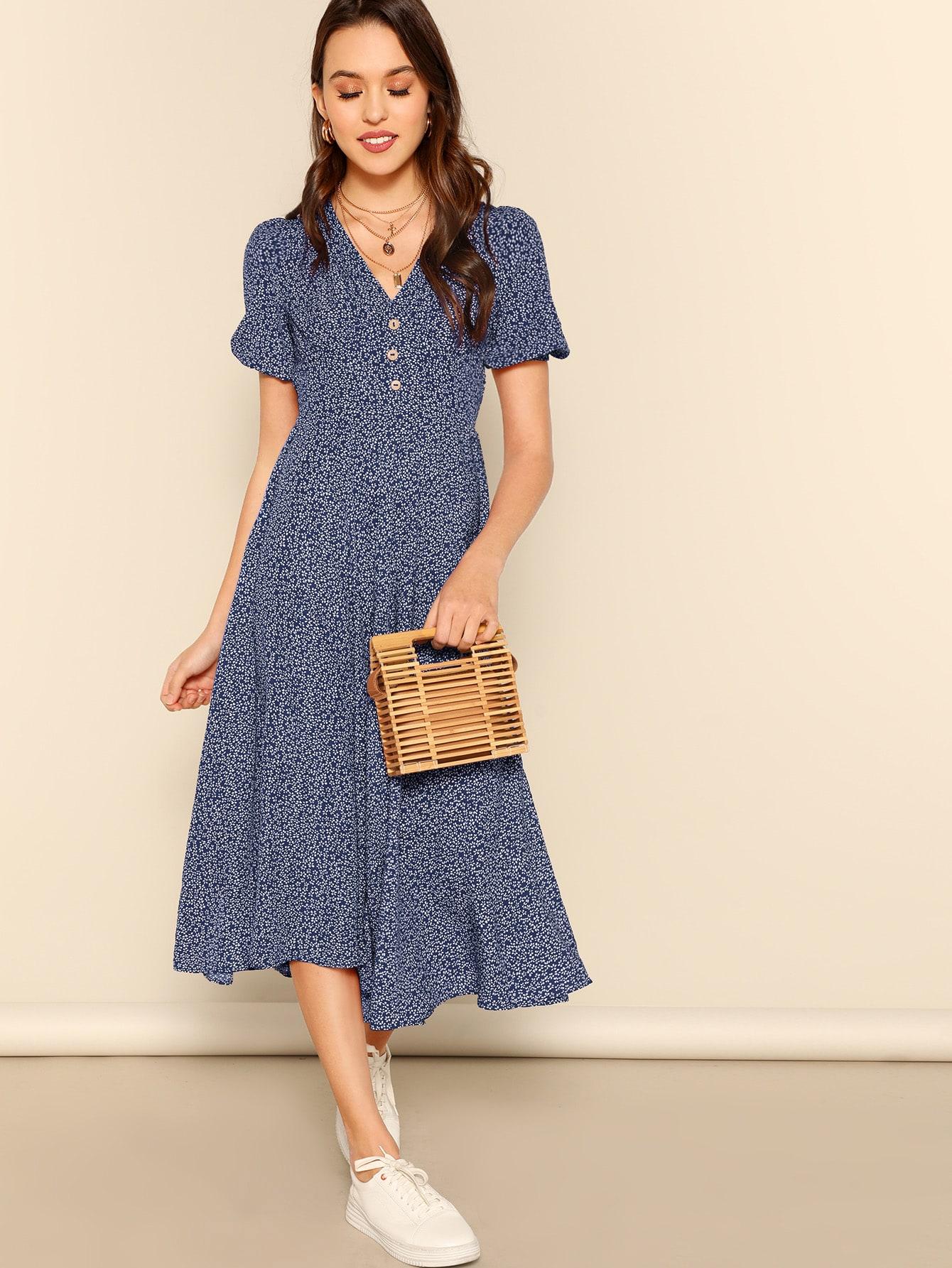 Фото - Платье с пуговицами и оборкой и принтом от SheIn цвет тёмно-синие