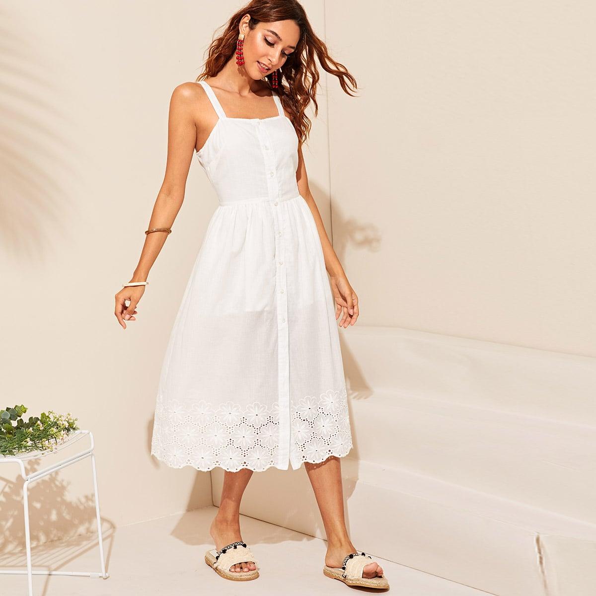 Платье с пуговицами и вышивкой