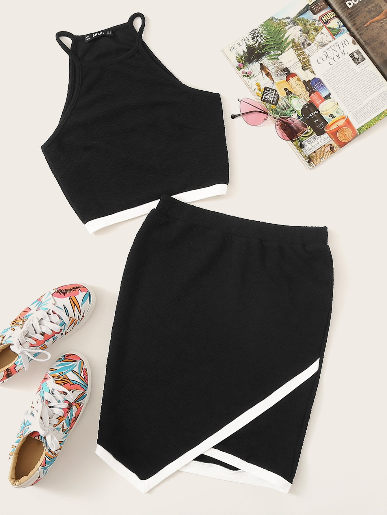 Фото - Топ с кулиской и юбка с пуговицами комплект от SheIn черного цвета
