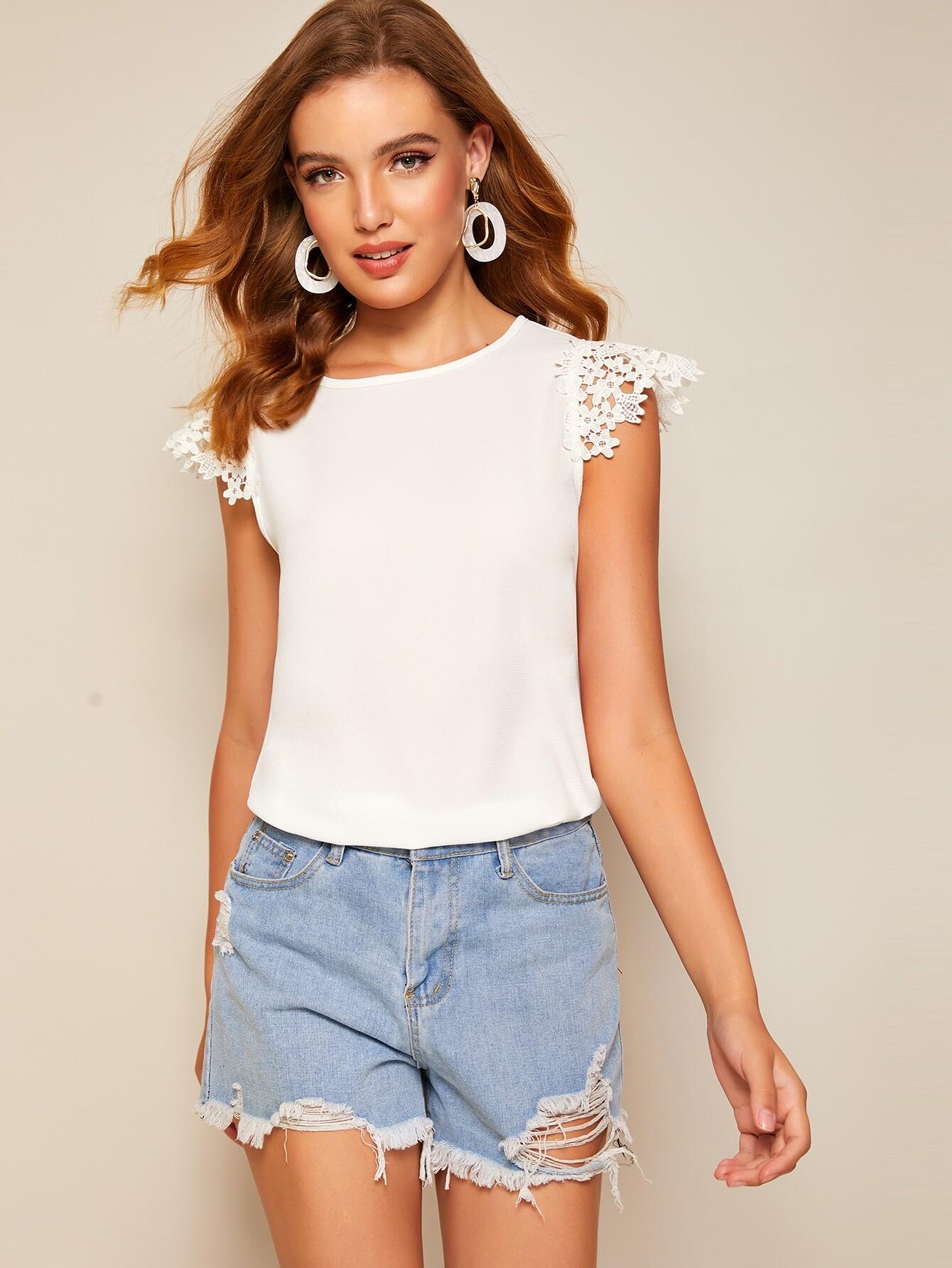 Фото - Однотонная блуза с кружевным рукавом от SheIn белого цвета