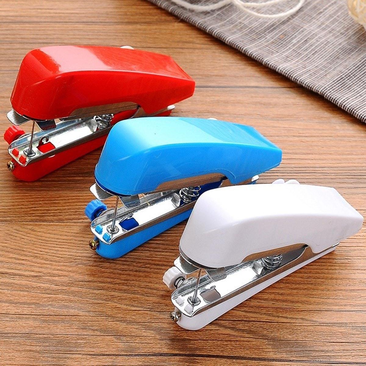 Willekeurige kleur mini handheld naaimachine 1pc
