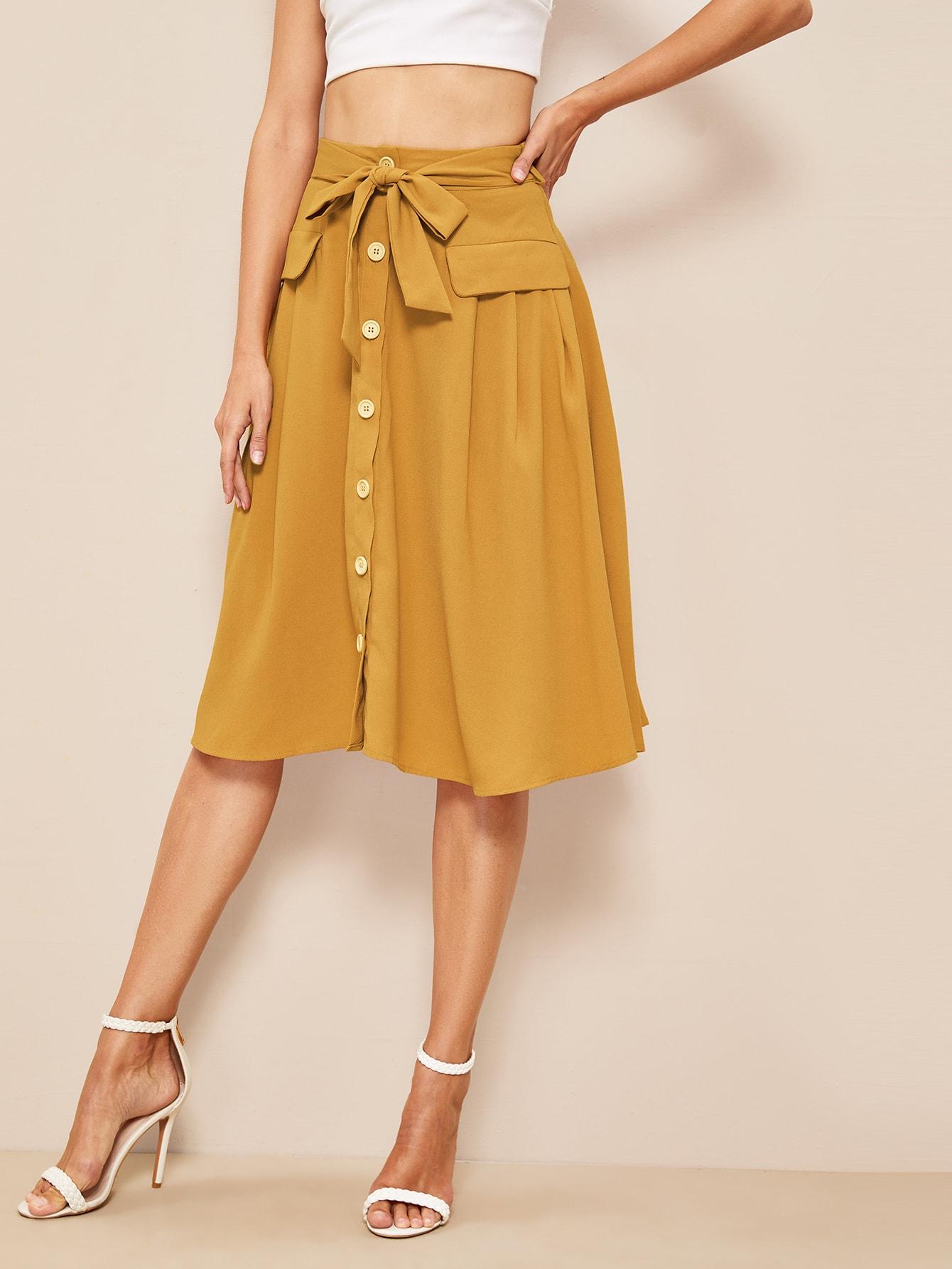 Фото - Расклешенная юбка с поясом и пуговицами от SheIn желтого цвета