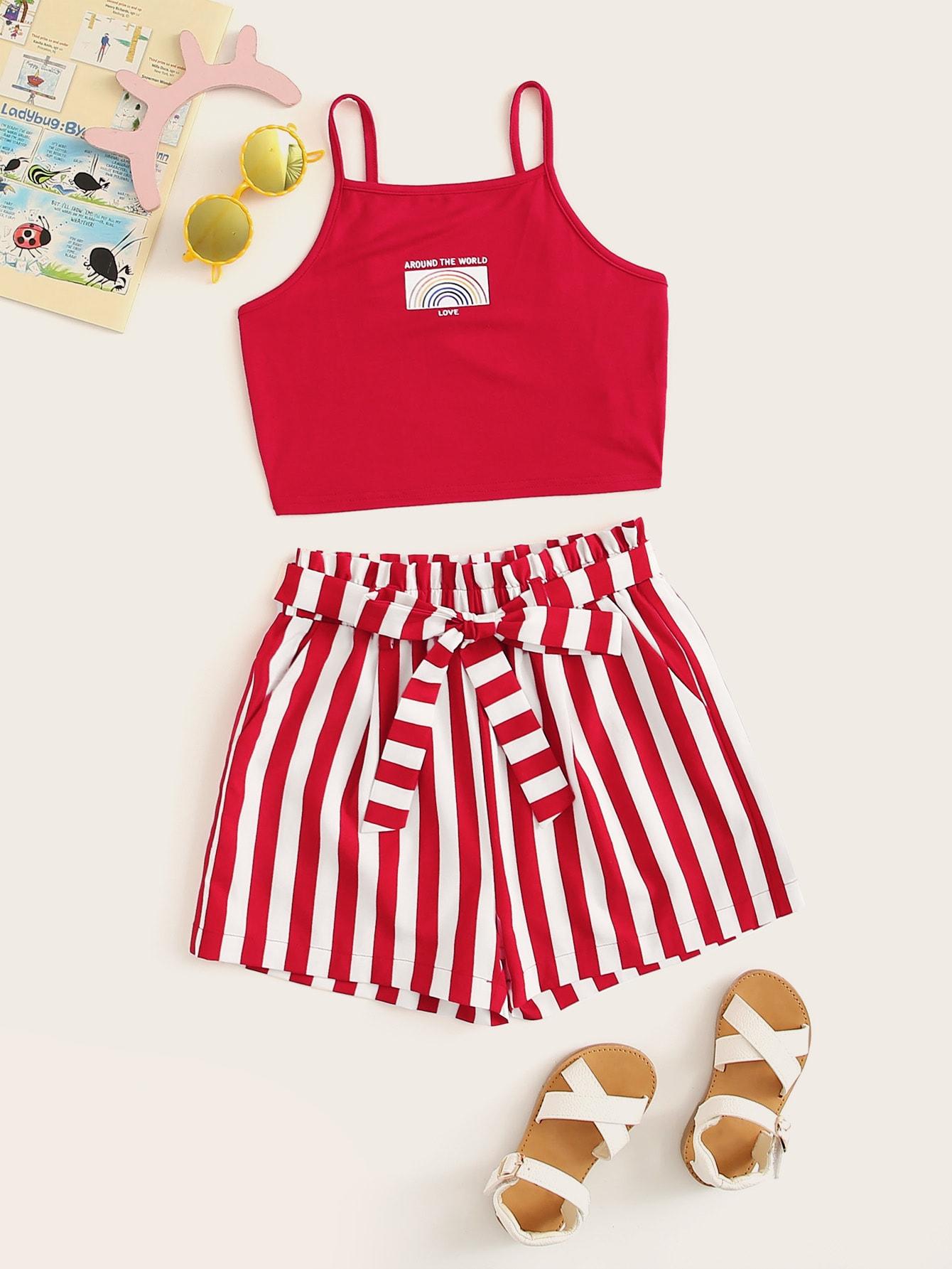 Фото - Топ на бретелях с графическим принтом и шорты с присборенной талией комплект для девочек от SheIn красного цвета