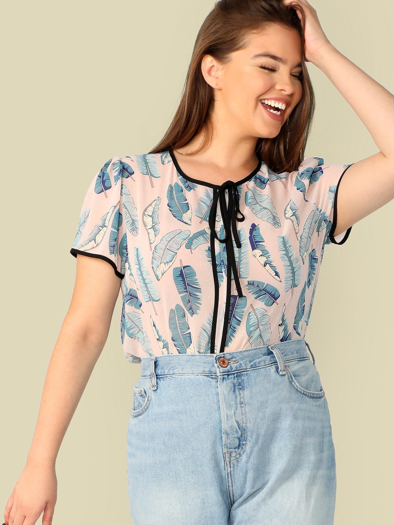 Фото - Размер плюс блузка с тропическим принтом и узелом и контрастной кулиской от SheIn цвет многихцветные