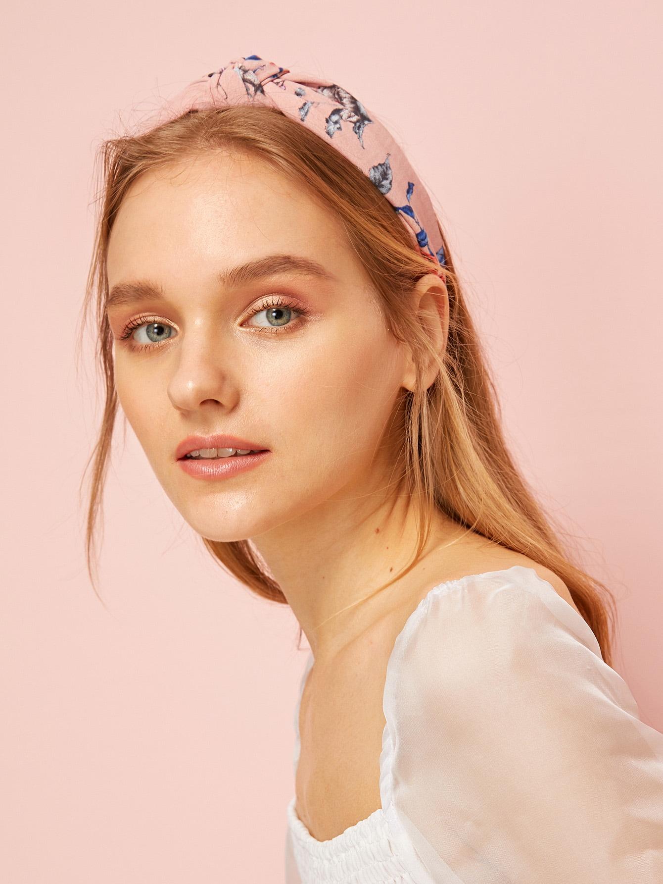 Фото - Повязка на голову с цветочным узором от SheIn розового цвета
