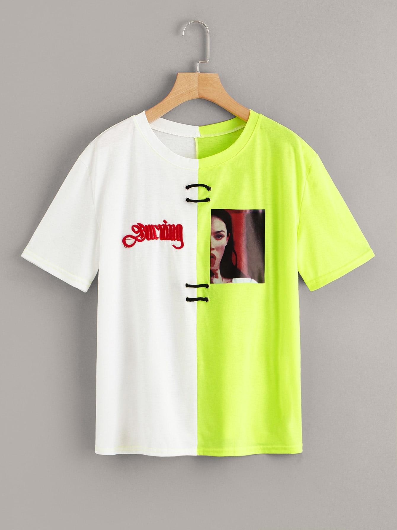 Фото - Двухцветная футболка с вышитым текстовым и графическим принтом от SheIn цвет многихцветный