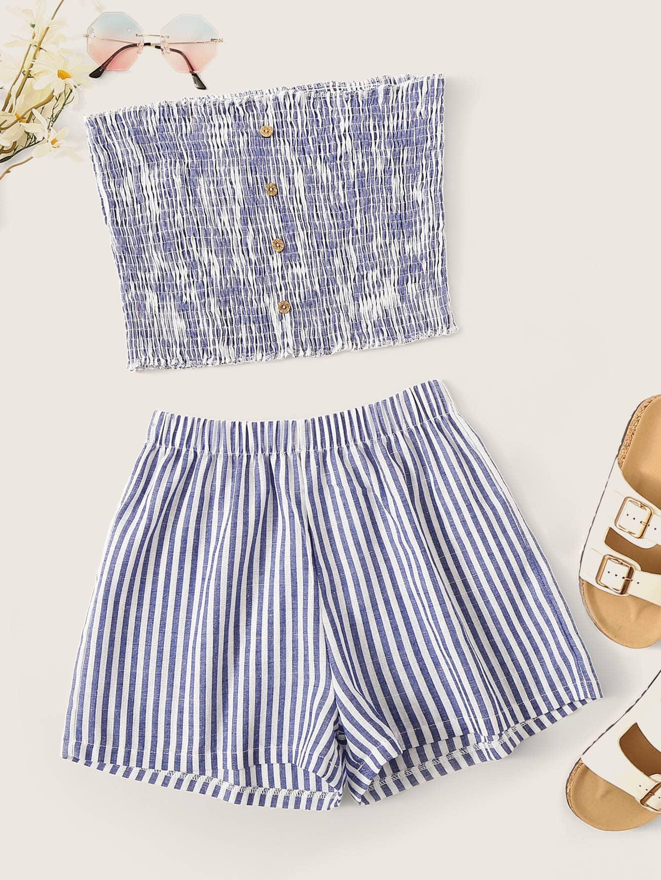 Фото - Полосатые шорты и топ-бандо с пуговицами от SheIn синего цвета