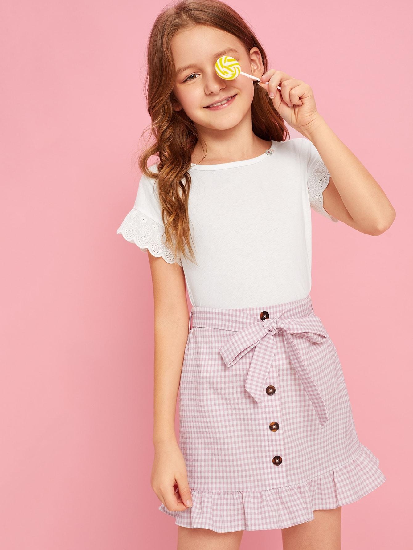 Фото - Юбку на пуговицах с поясом и оборкой для девочек от SheIn розового цвета