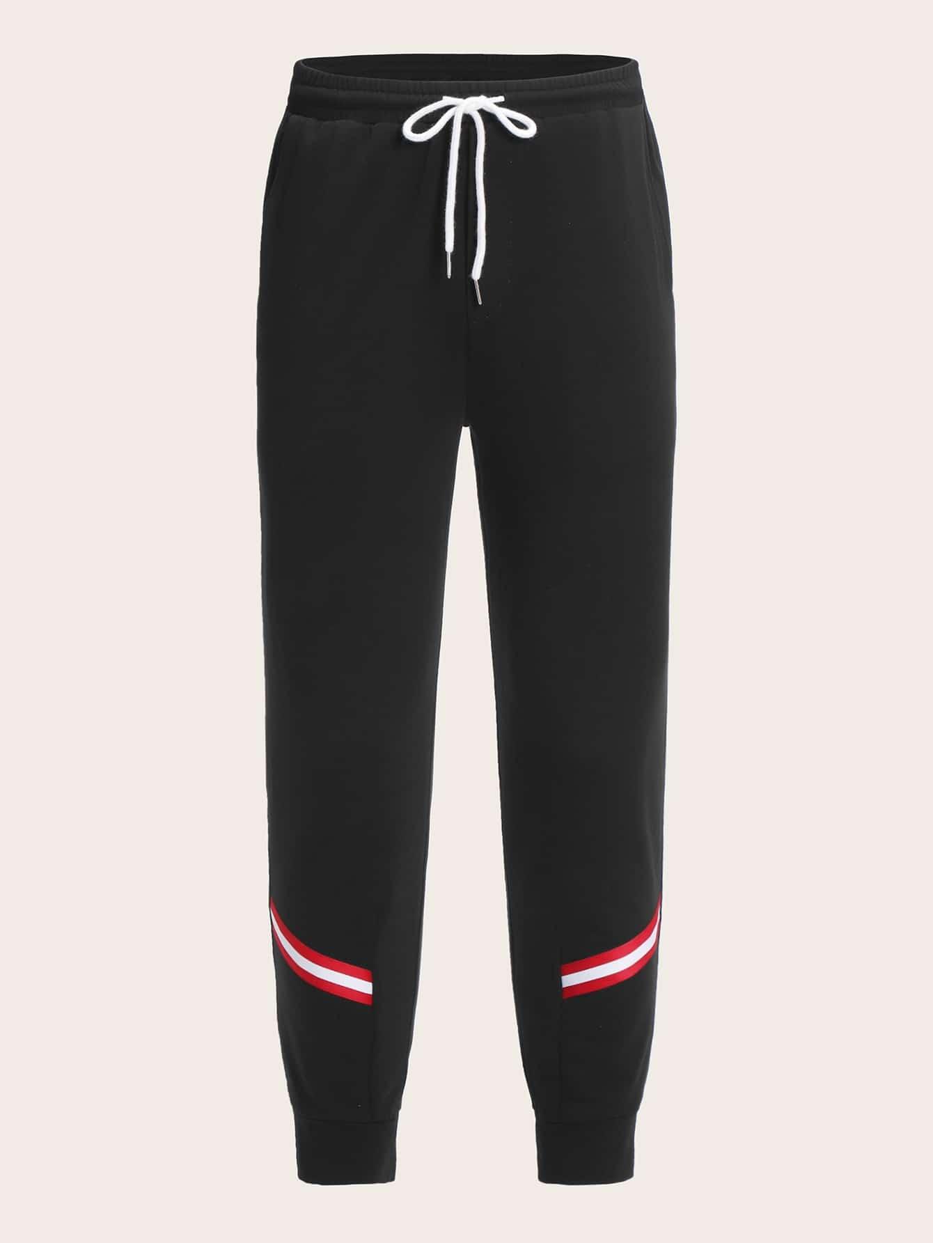 Фото - Мужские спортивные брюки с поясом и полосатой лентой от SheIn черного цвета
