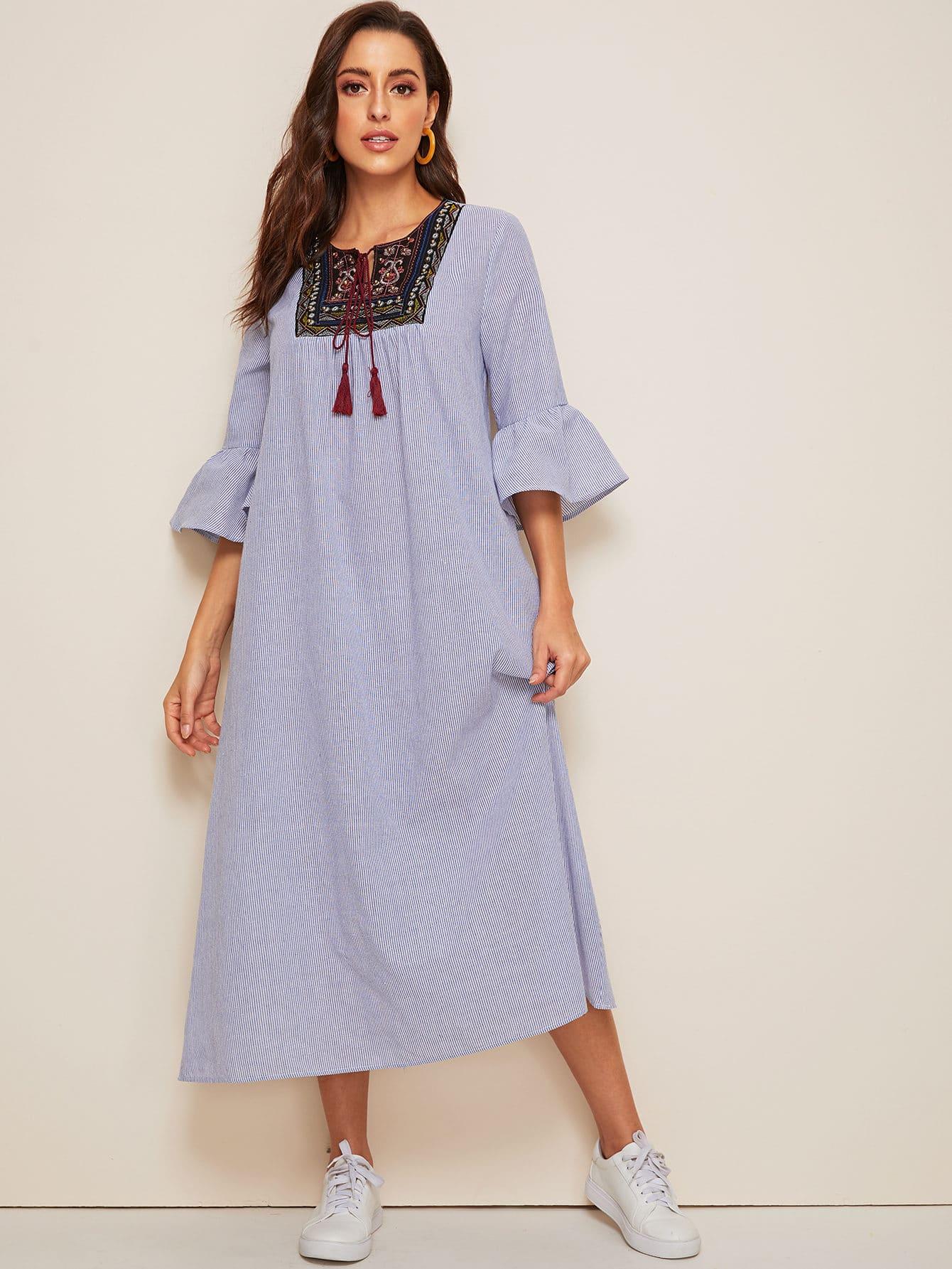 Фото - Полосатое платье с оригинальным рукавом и оборкой от SheIn цвет синие