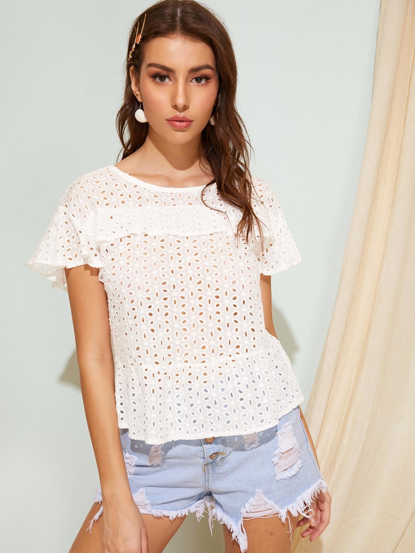 Фото - Блузку с вышивкой и оборкой от SheIn белого цвета
