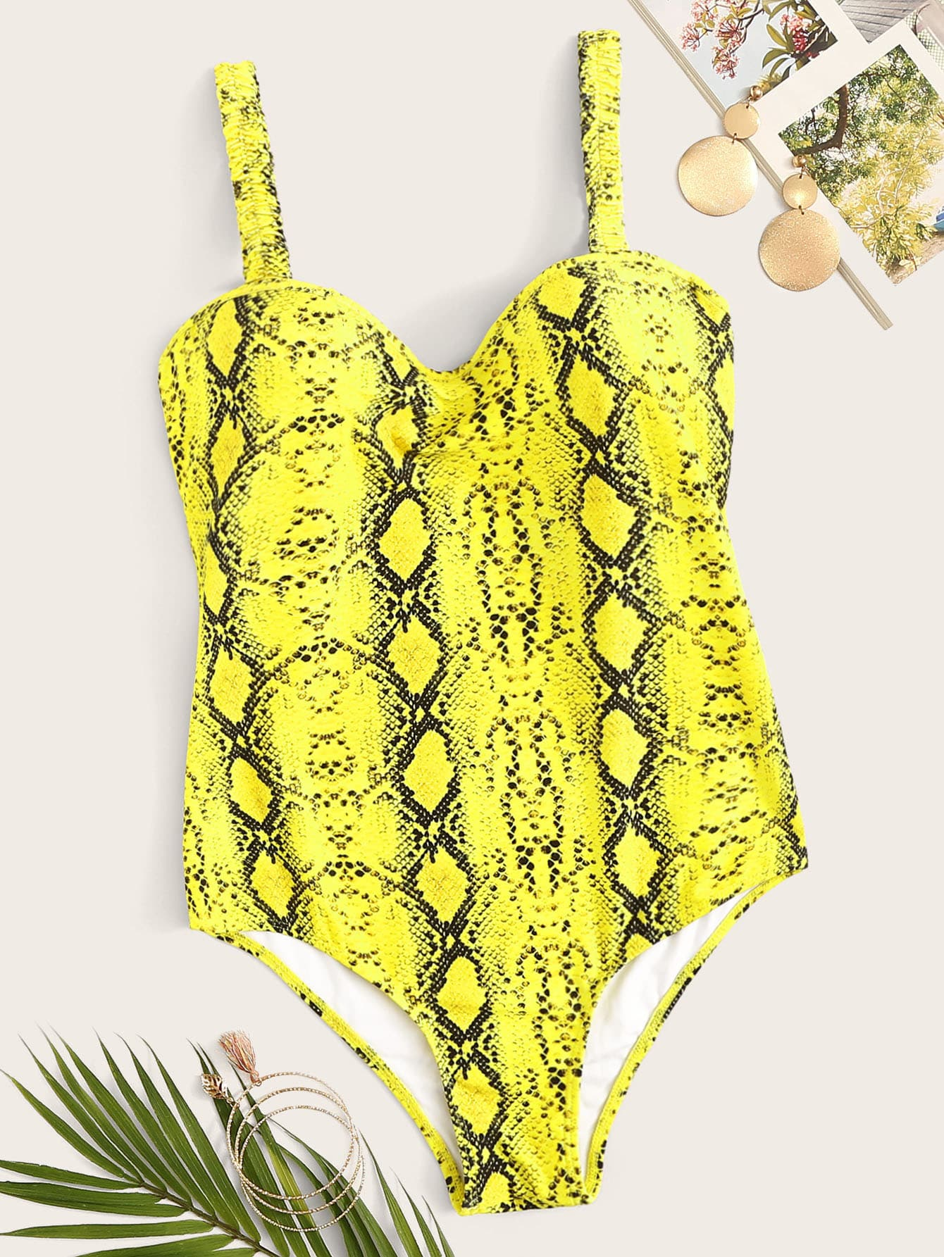 Фото - Слитный купальник с эластичными бретелями и змеиным принтом от SheIn желтого цвета