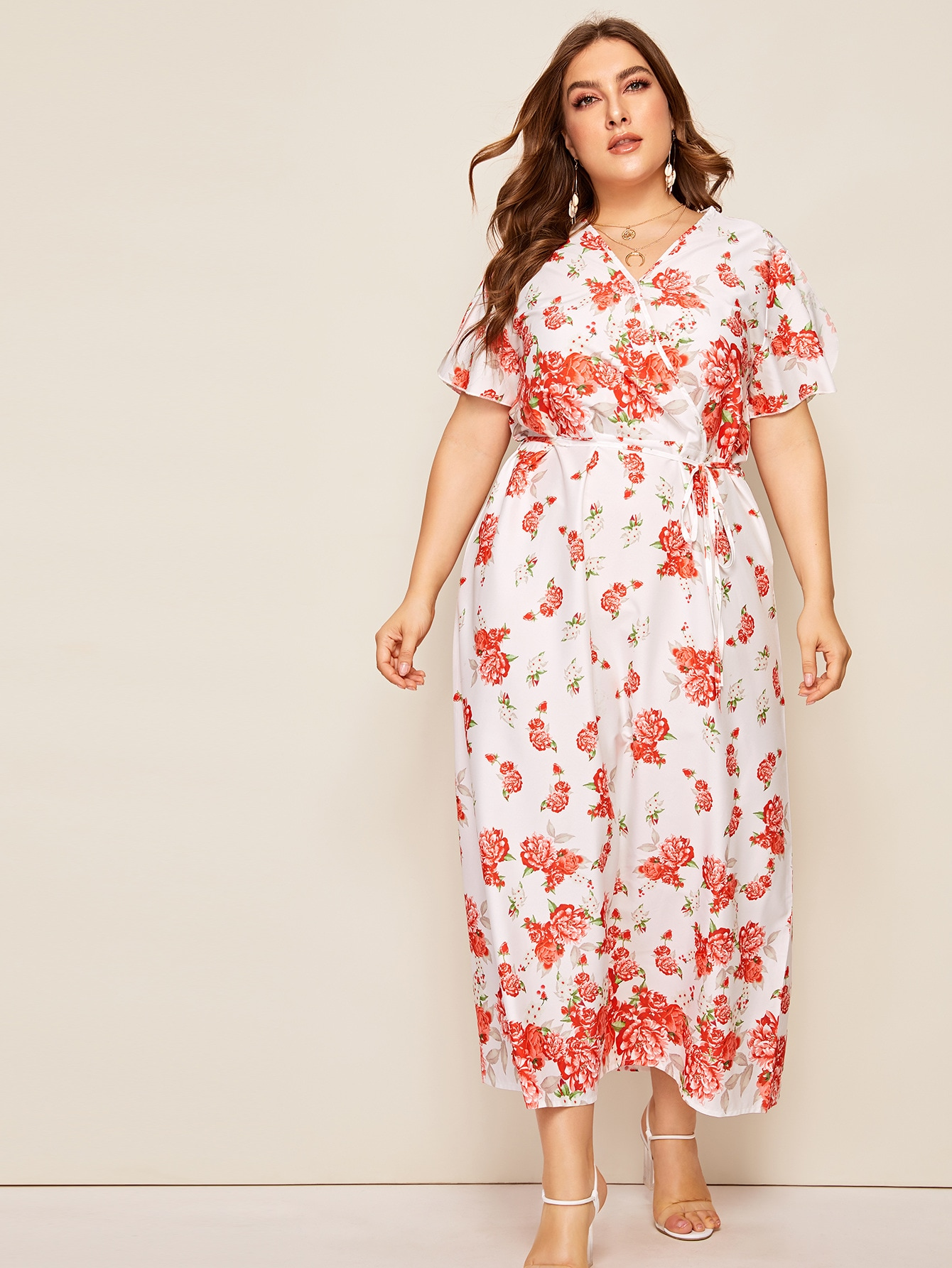 Фото - Платье размера плюс с v-образным вырезом и цветочным принтом от SheIn цвет многихцветные