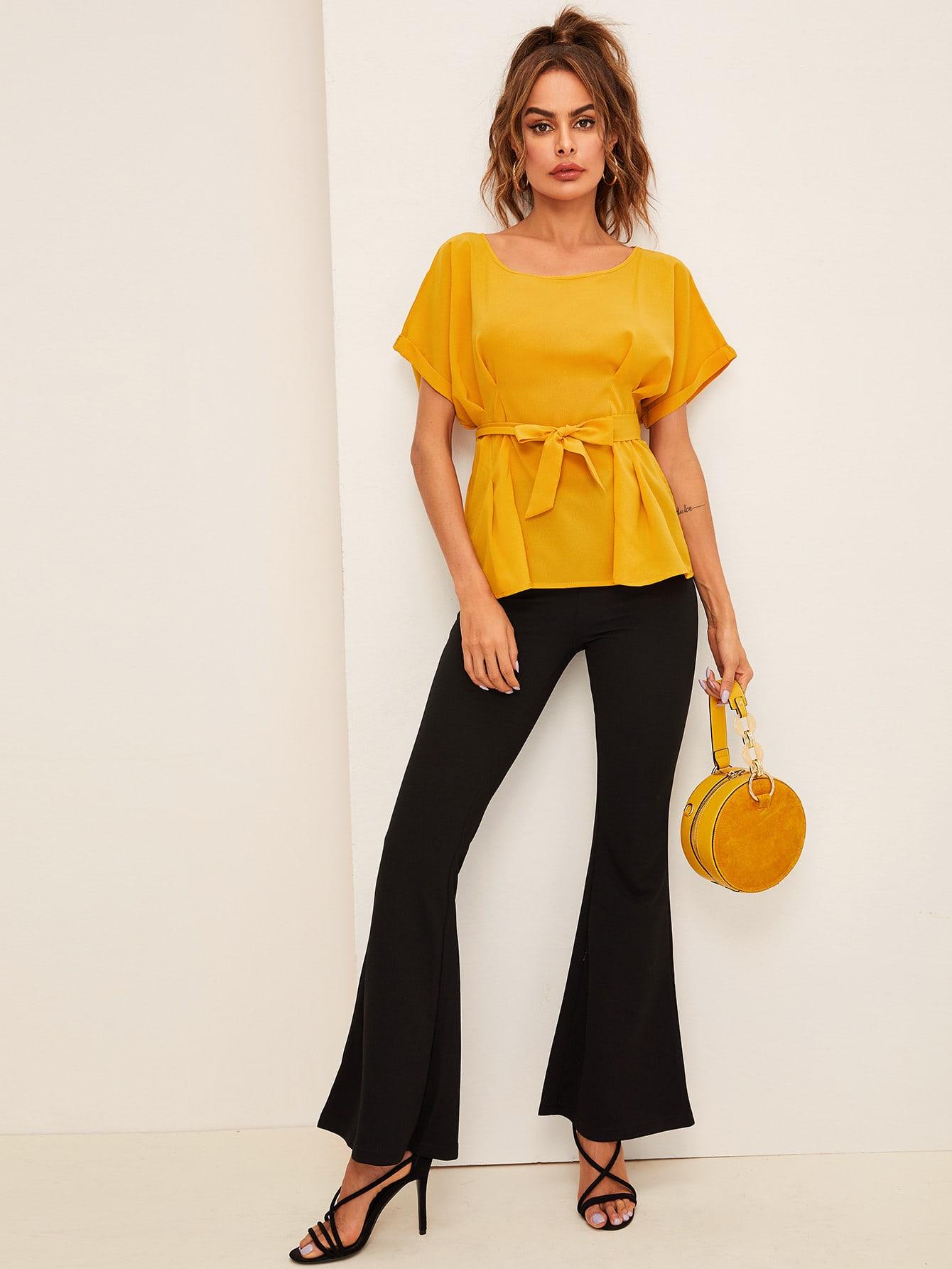 Фото - Однотонная блуза с поясом от SheIn желтого цвета