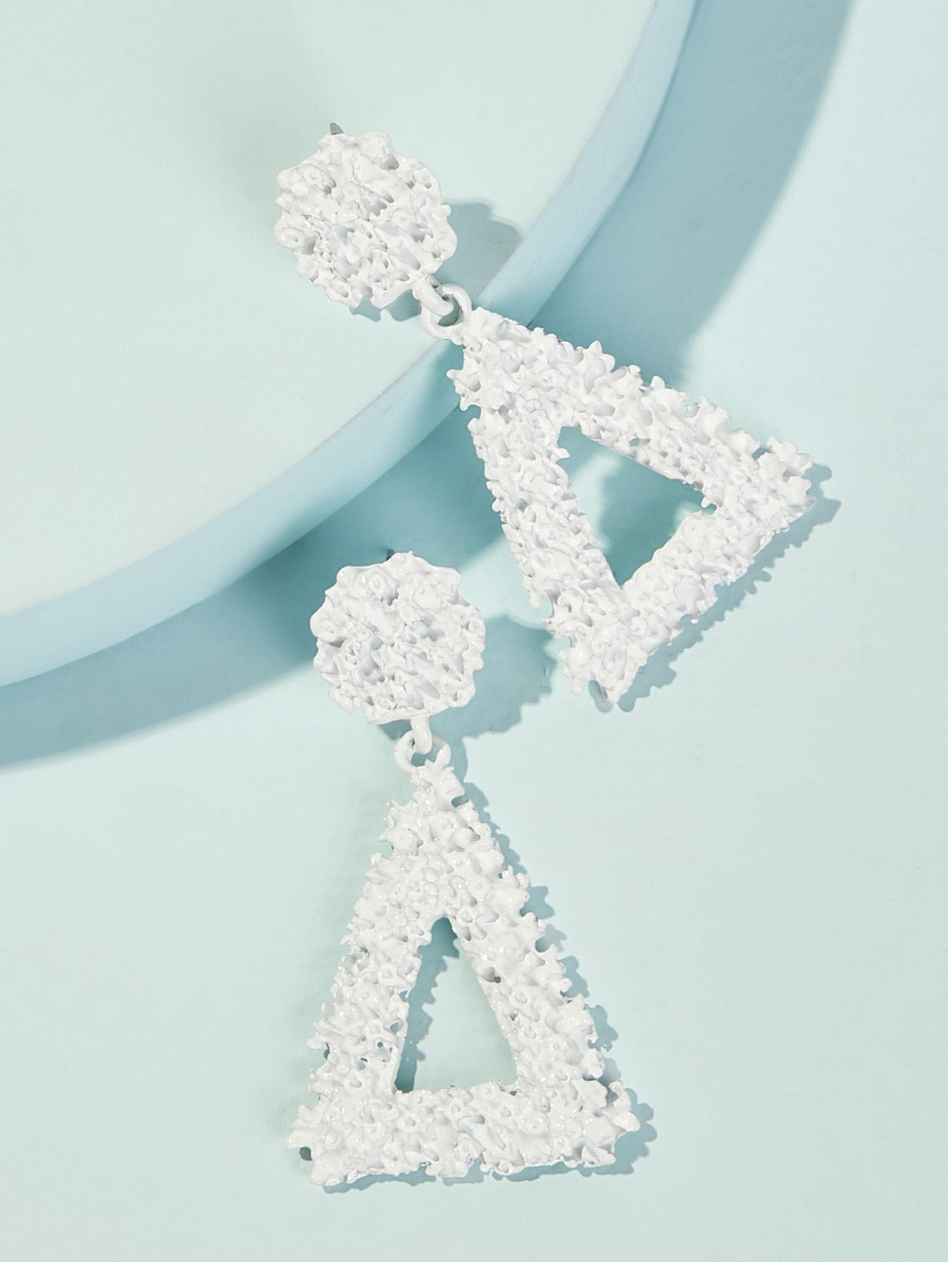 Фото - Текстурированные серьги-капли с треугольником 1 пара от SheIn белого цвета