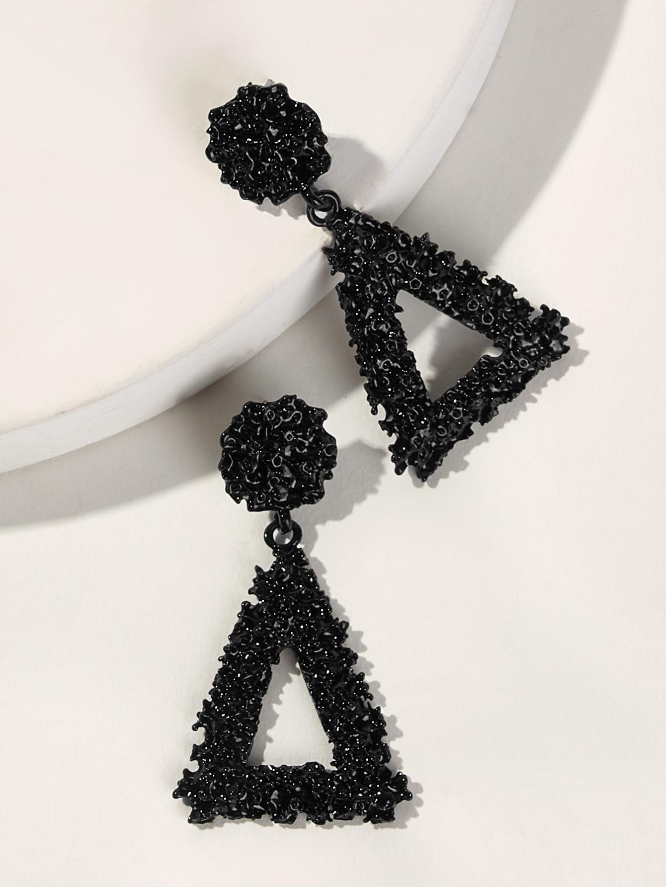 Фото - Текстурированные серьги-капли с треугольником 1 пара от SheIn черного цвета