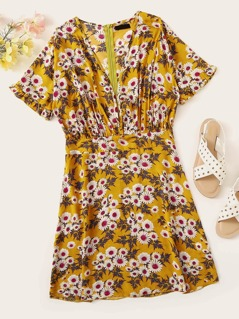 Frilled Cuff Daisy Print Plunging Dress