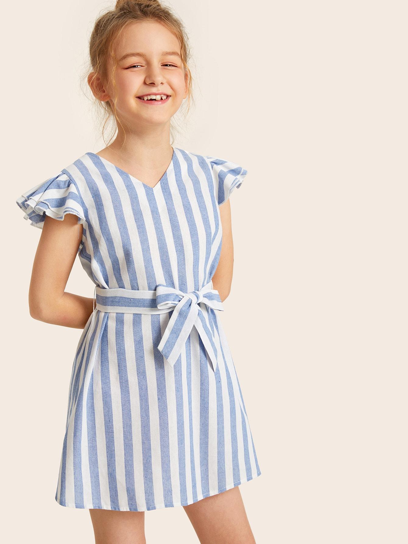 Фото - Полосатое платье с оригинальным рукавом и поясом для девочек от SheIn цвет синие