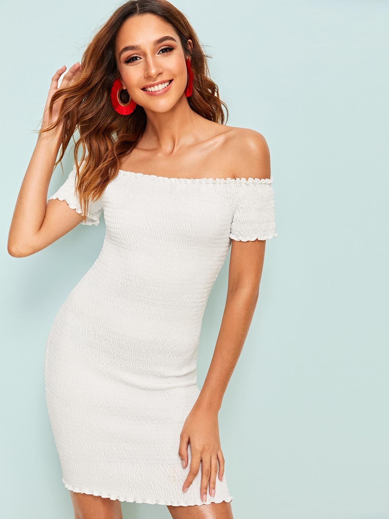 Фото - Платье с открытыми плечами от SheIn цвет белые