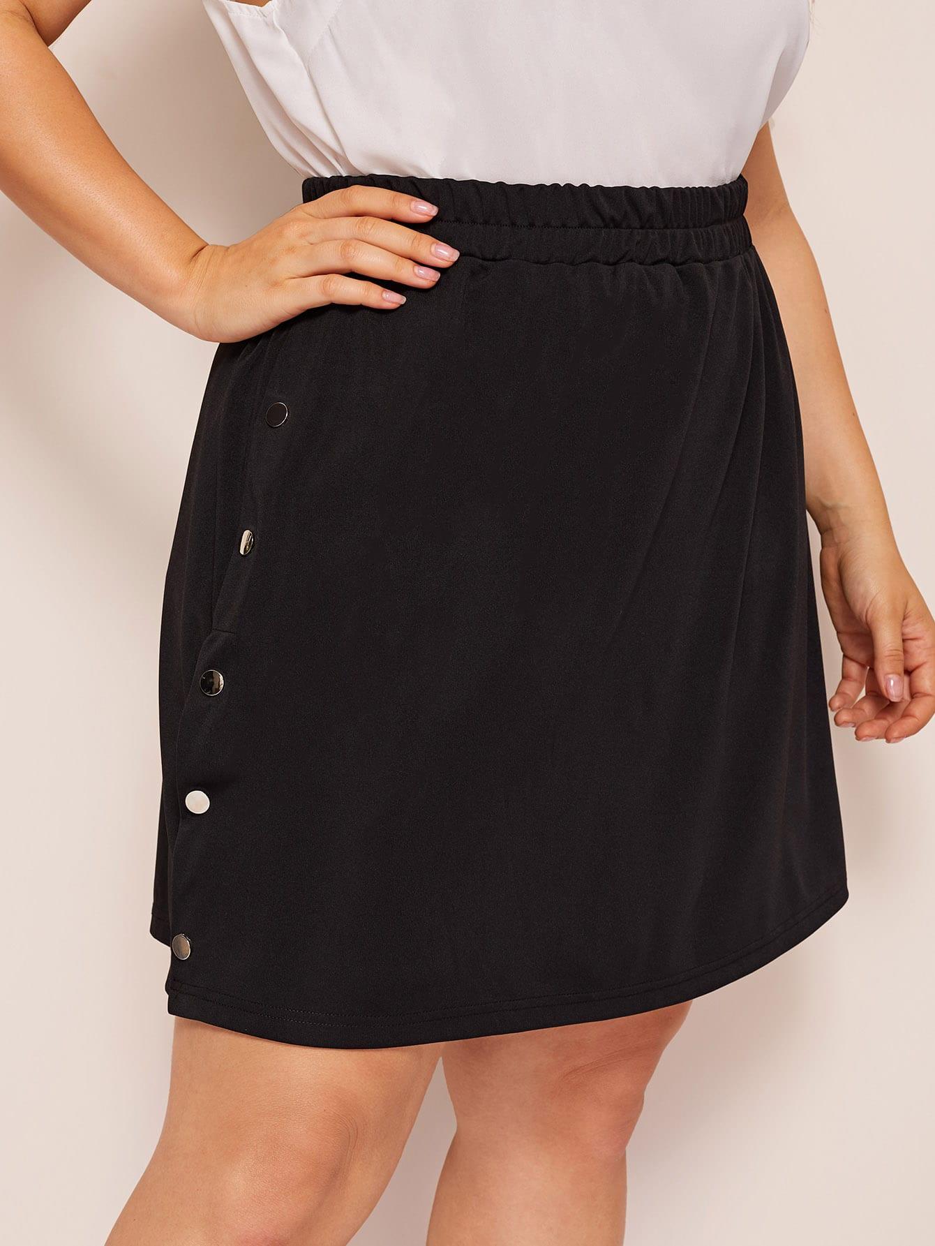 Фото - Юбку размера плюс с эластичной талией и пуговицами от SheIn цвет чёрные