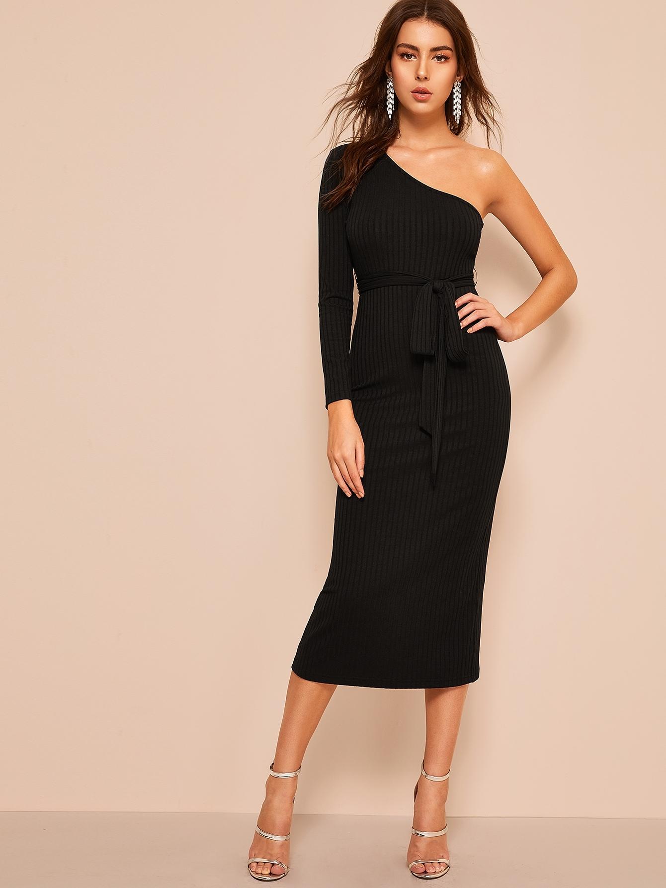 Фото - Трикотажное платье-карандаш на одно плечо с поясом от SheIn цвет чёрные