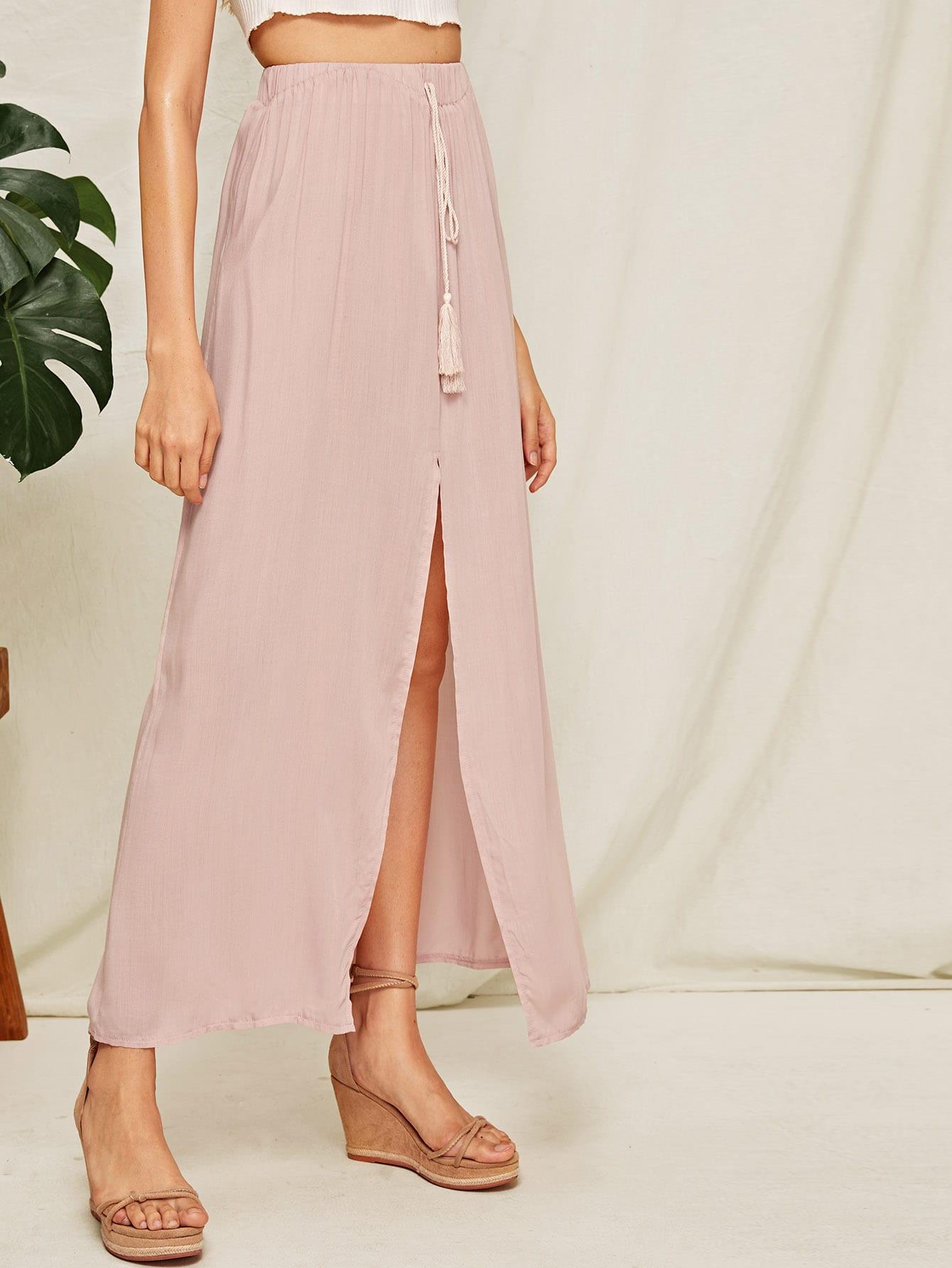 Фото - Юбку с разрезом и бахромой от SheIn розового цвета