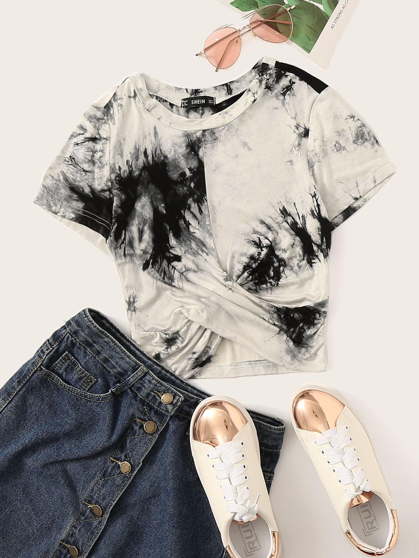 Фото - Короткая футболка на запах с принтом от SheIn цвет чёрнобелые