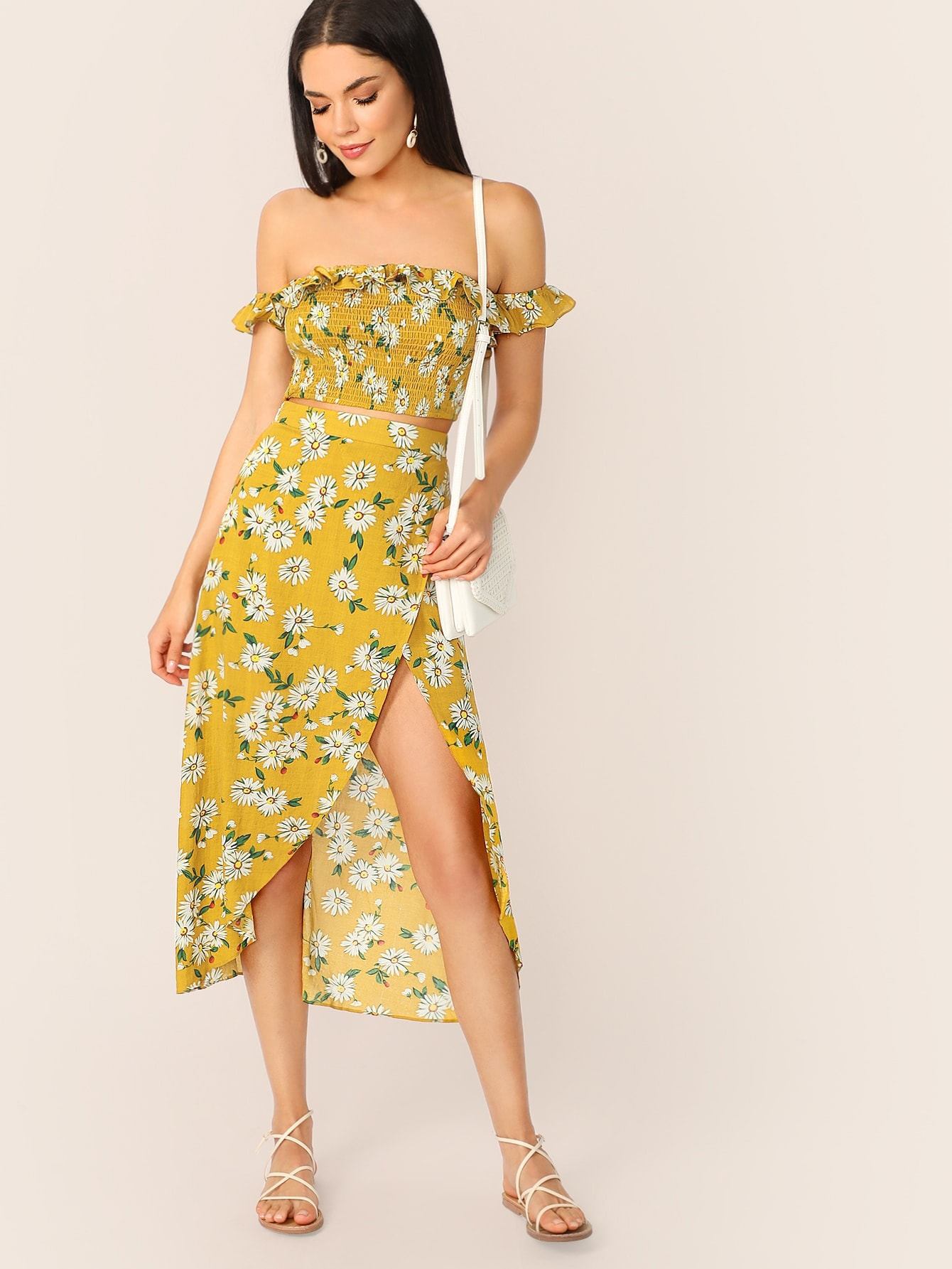 Фото - Топ с оборкой и юбка на запах с принтом комплект от SheIn цвет многоцветный