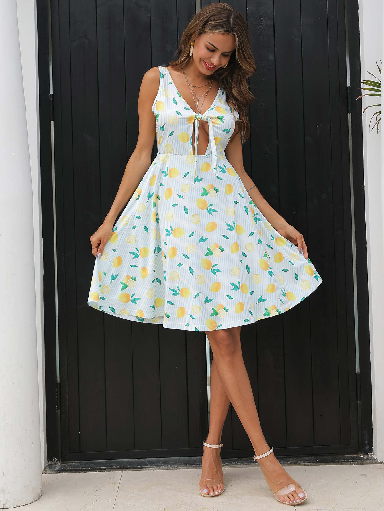 Фото - Полосатое платье с узлом и лимонным принтом от SheIn цвет синие