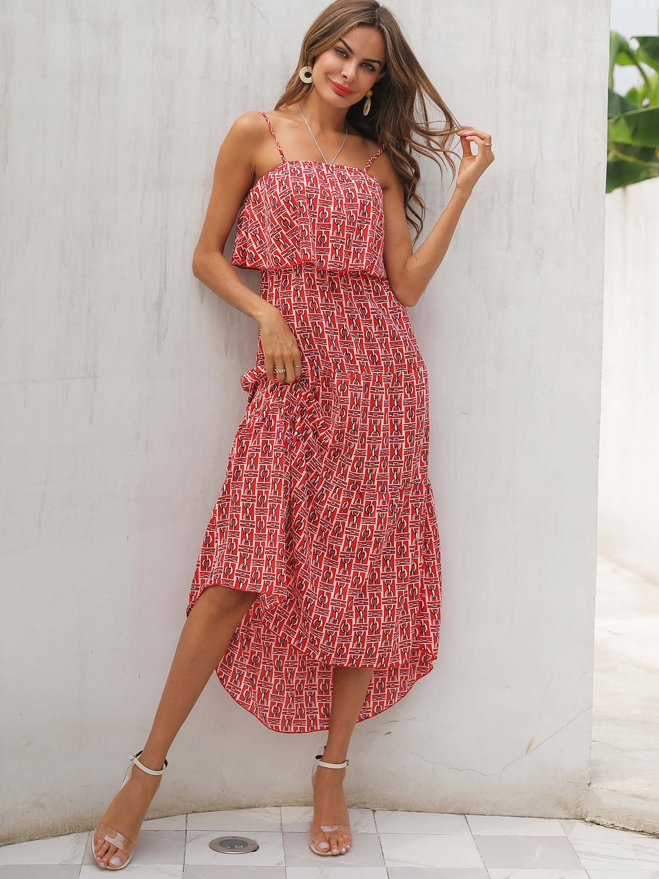 Фото - Платье на бретелях с цепным принтом и оборками от SheIn цвет красные