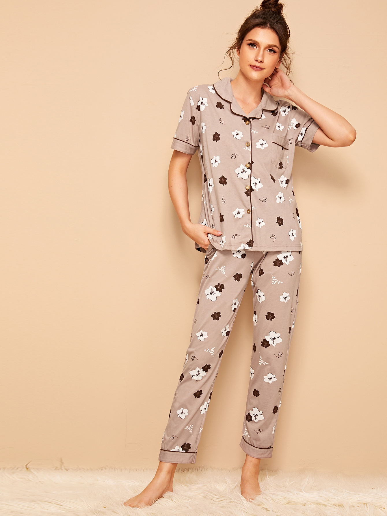 Фото - Пижамы на пуговицах с цвнточным принтом от SheIn цвет многоцветный