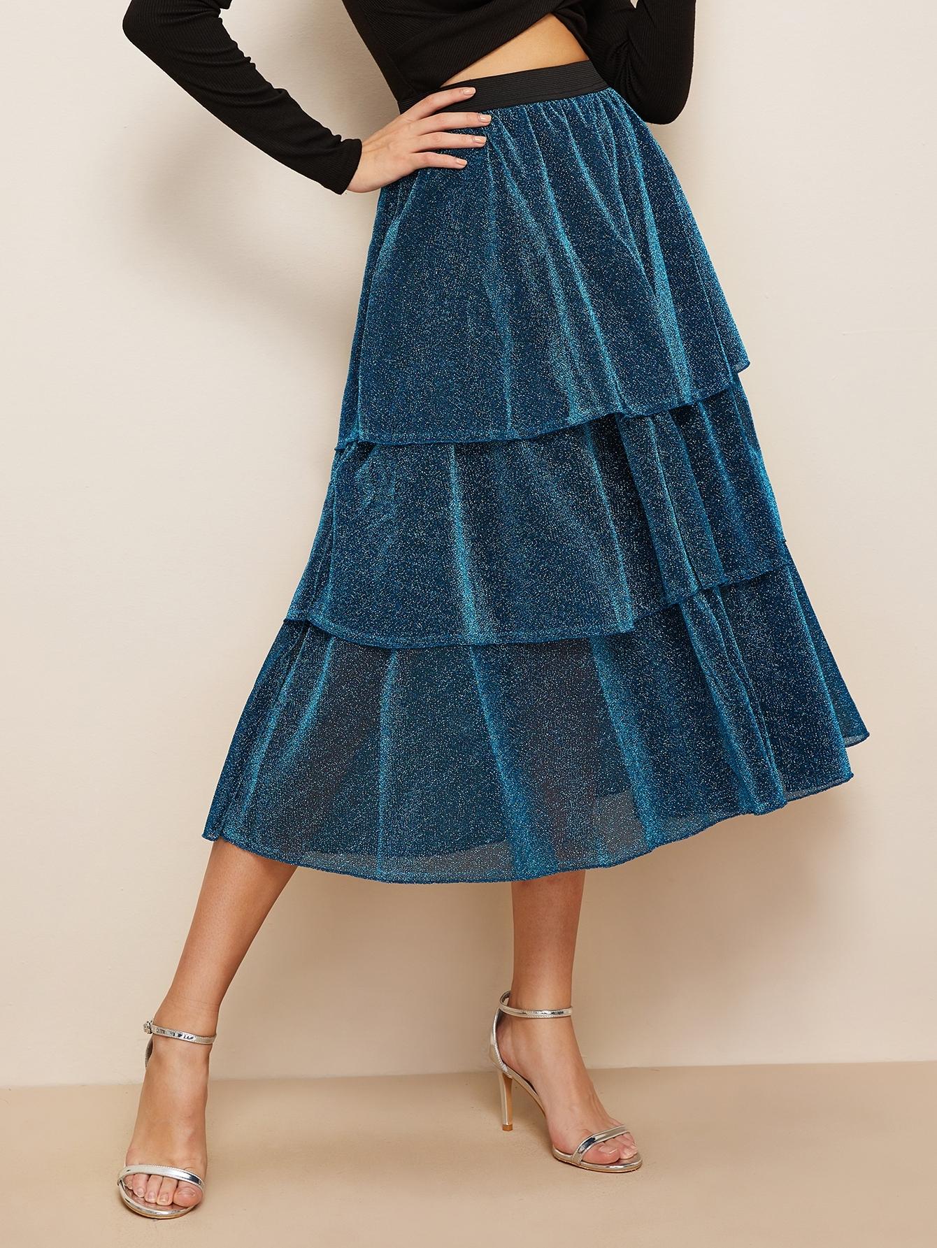Фото - Блестящая юбка с оборкой и контрастной талией от SheIn синего цвета
