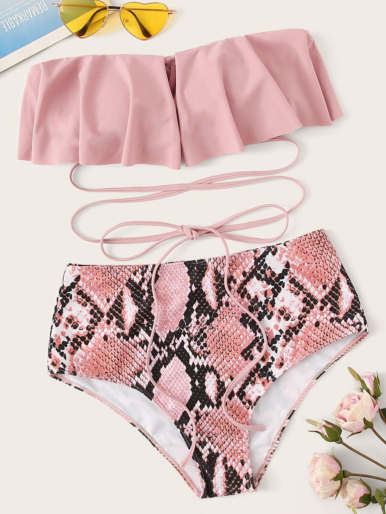 Фото - Бикини на шнуровке с высокой талией и змеиным принтом от SheIn розового цвета